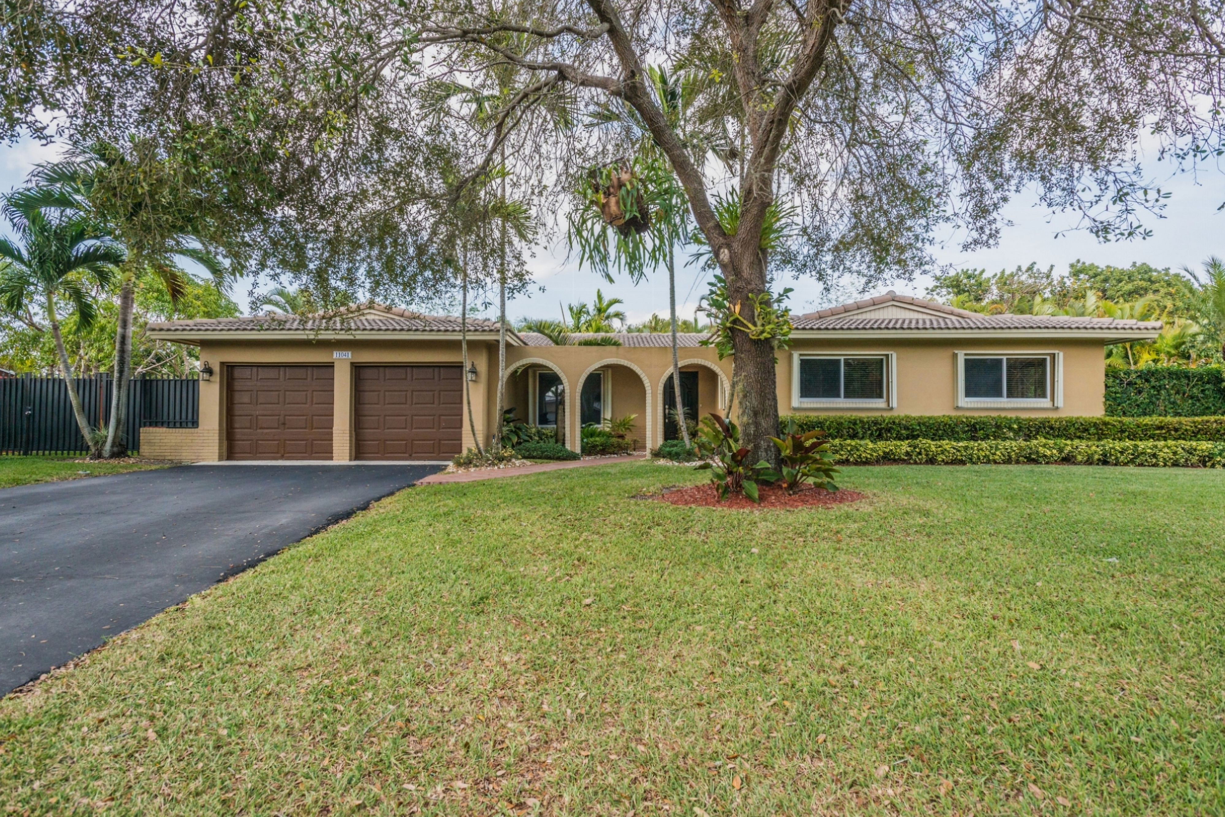 sales property at 11041 Sw 121st St