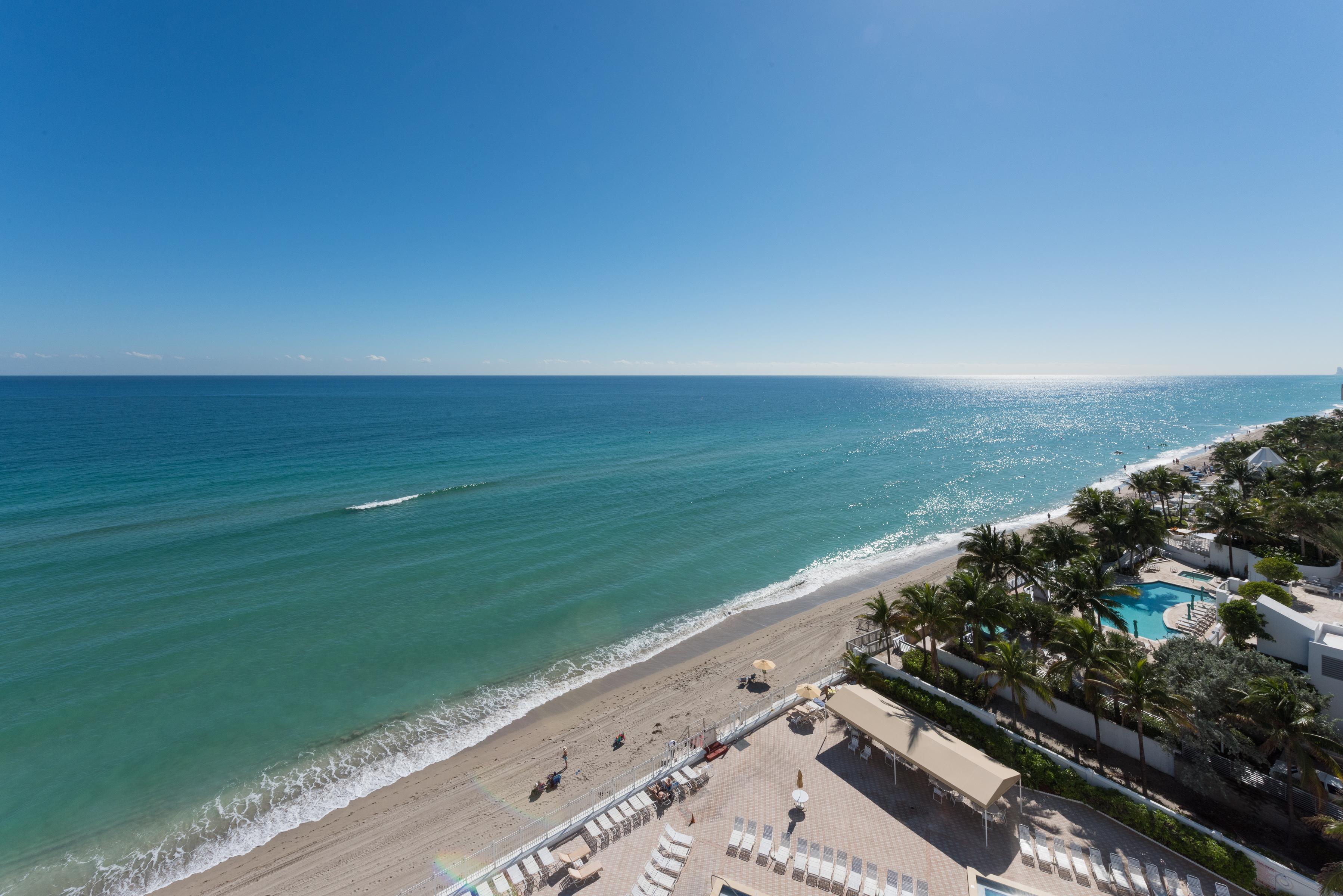 Appartement en copropriété pour l Vente à 3505 S Ocean Dr #1014 3505 S Ocean Dr 1014 Hollywood, Florida, 33019 États-Unis