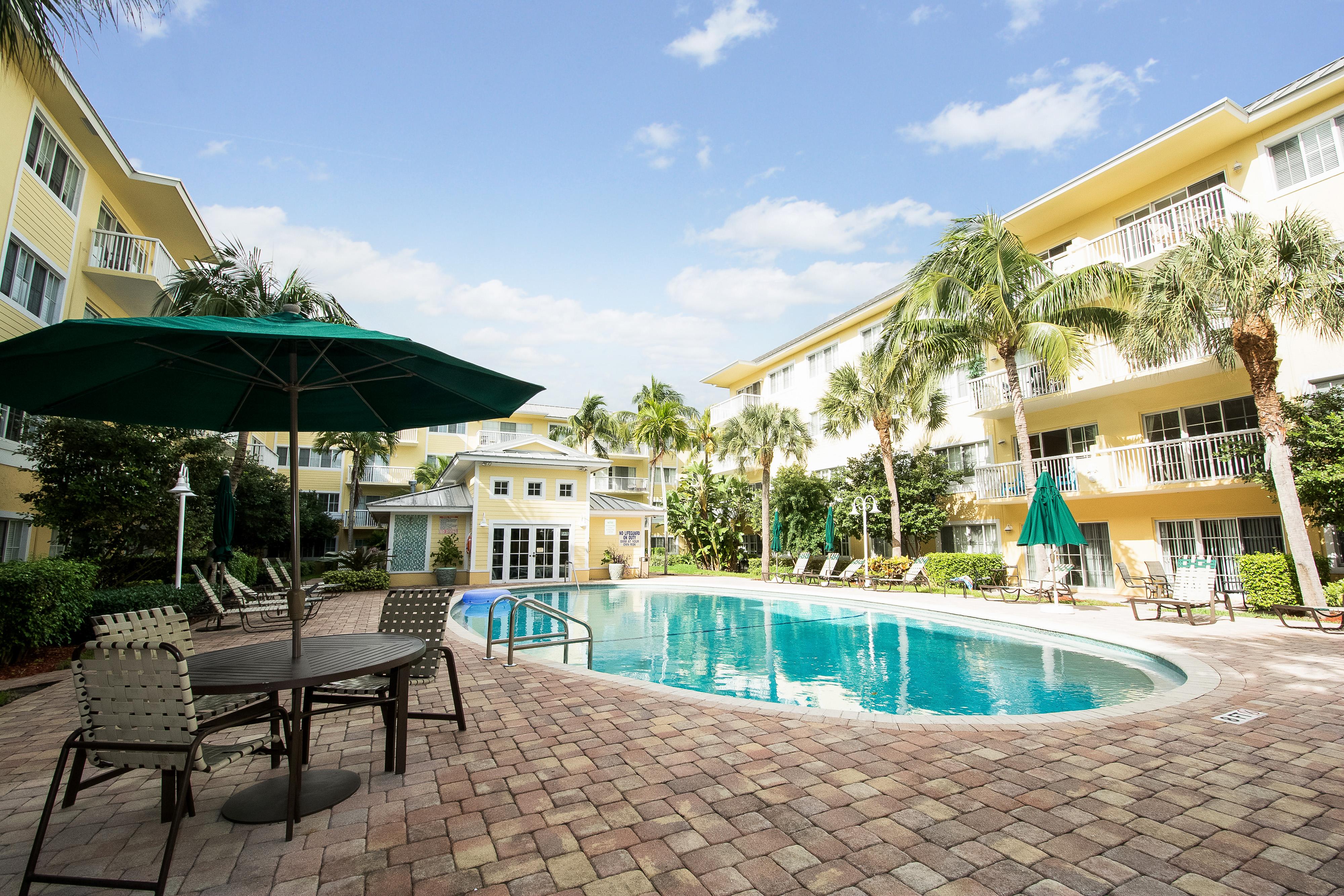 Appartement pour l Vente à 1515 E Broward Blvd #201 1515 E Broward Blvd 201 Fort Lauderdale, Florida, 33301 États-Unis