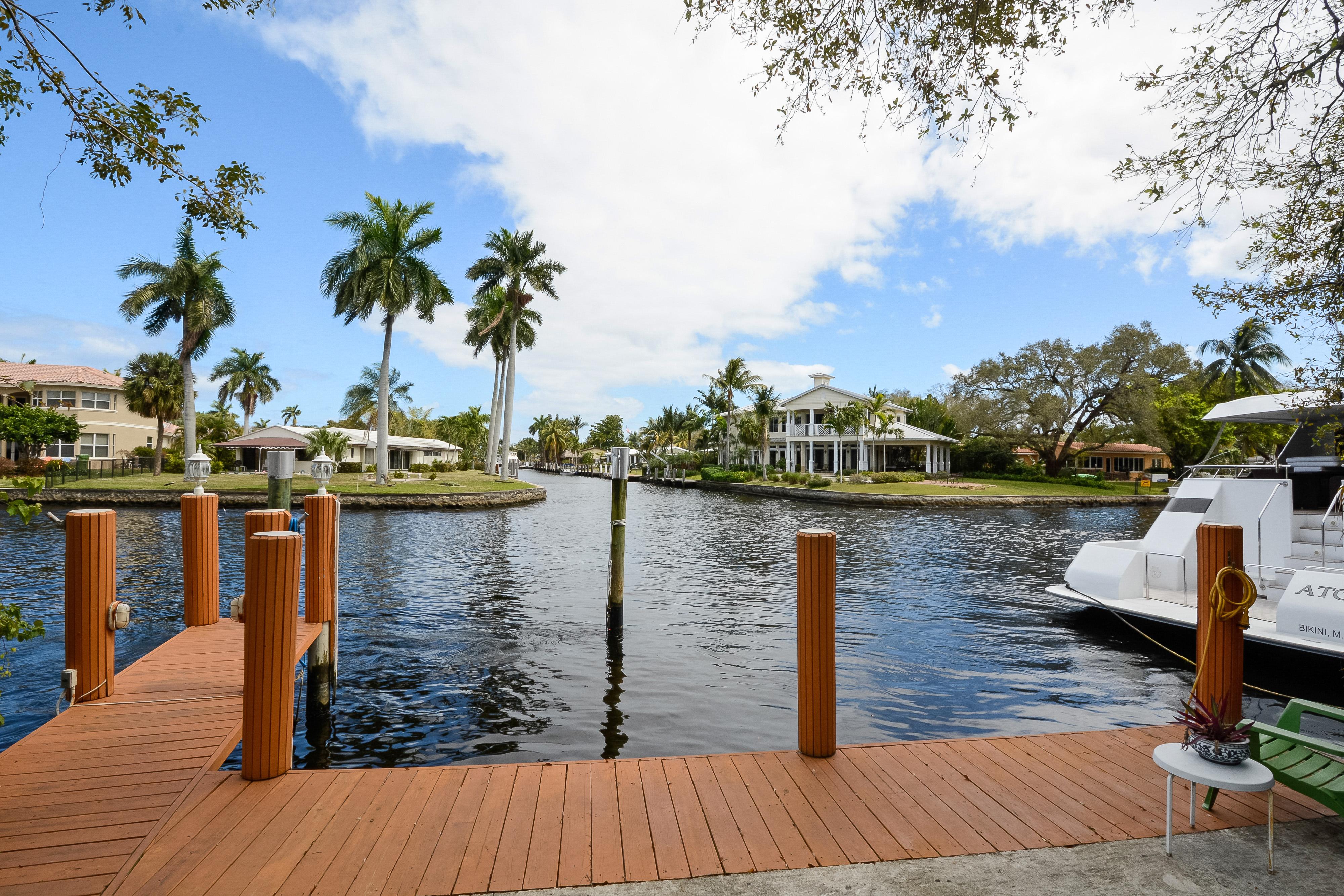 独户住宅 为 销售 在 1430 SW 13 CT. 1430 Sw 13th Ct 劳德代尔堡, 佛罗里达州, 33312 美国
