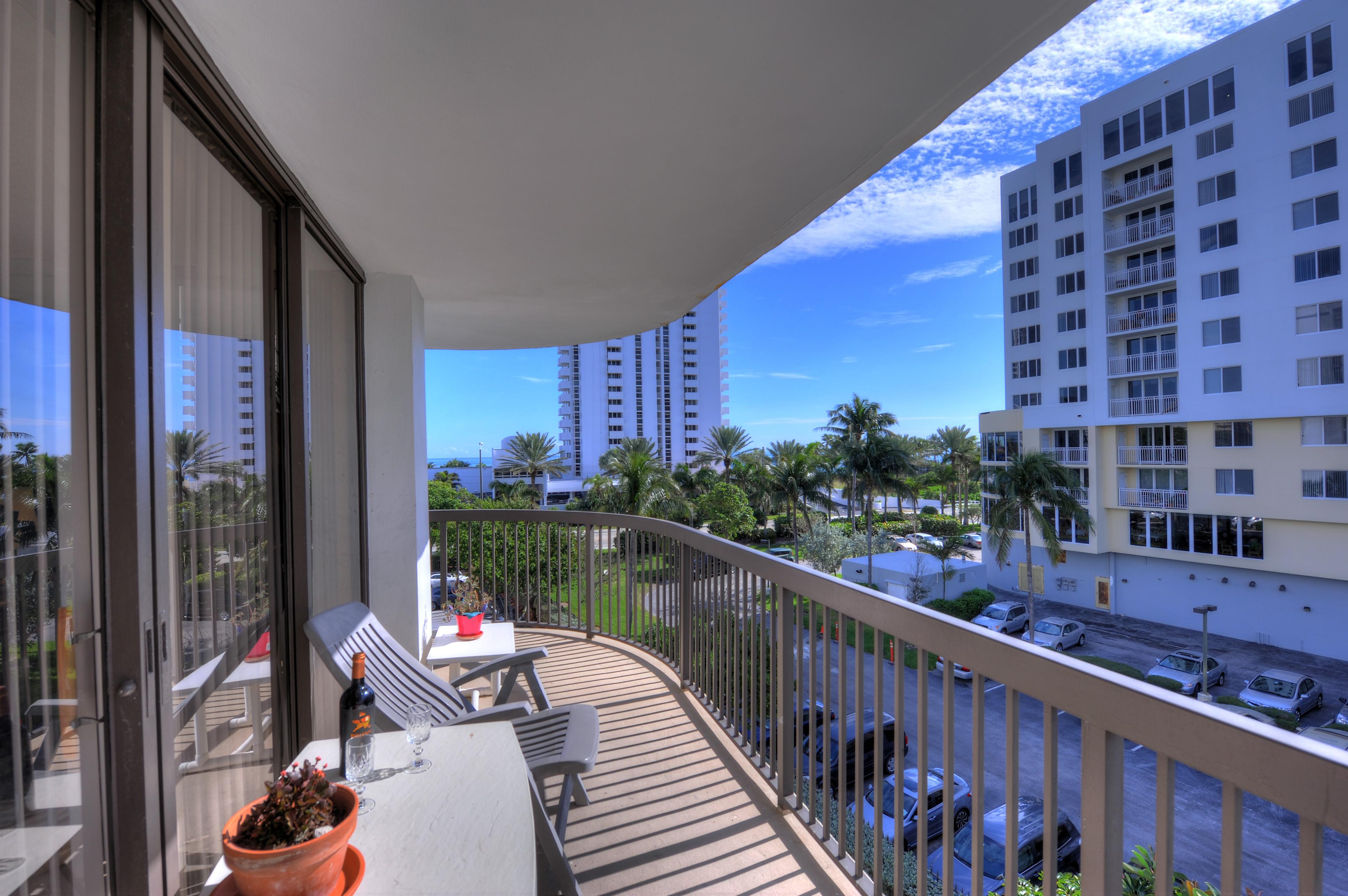 Maison unifamiliale pour l Vente à 1361 S Ocean Blvd #409 1361 S Ocean Blvd 409 Pompano Beach, Florida, 33062 États-Unis