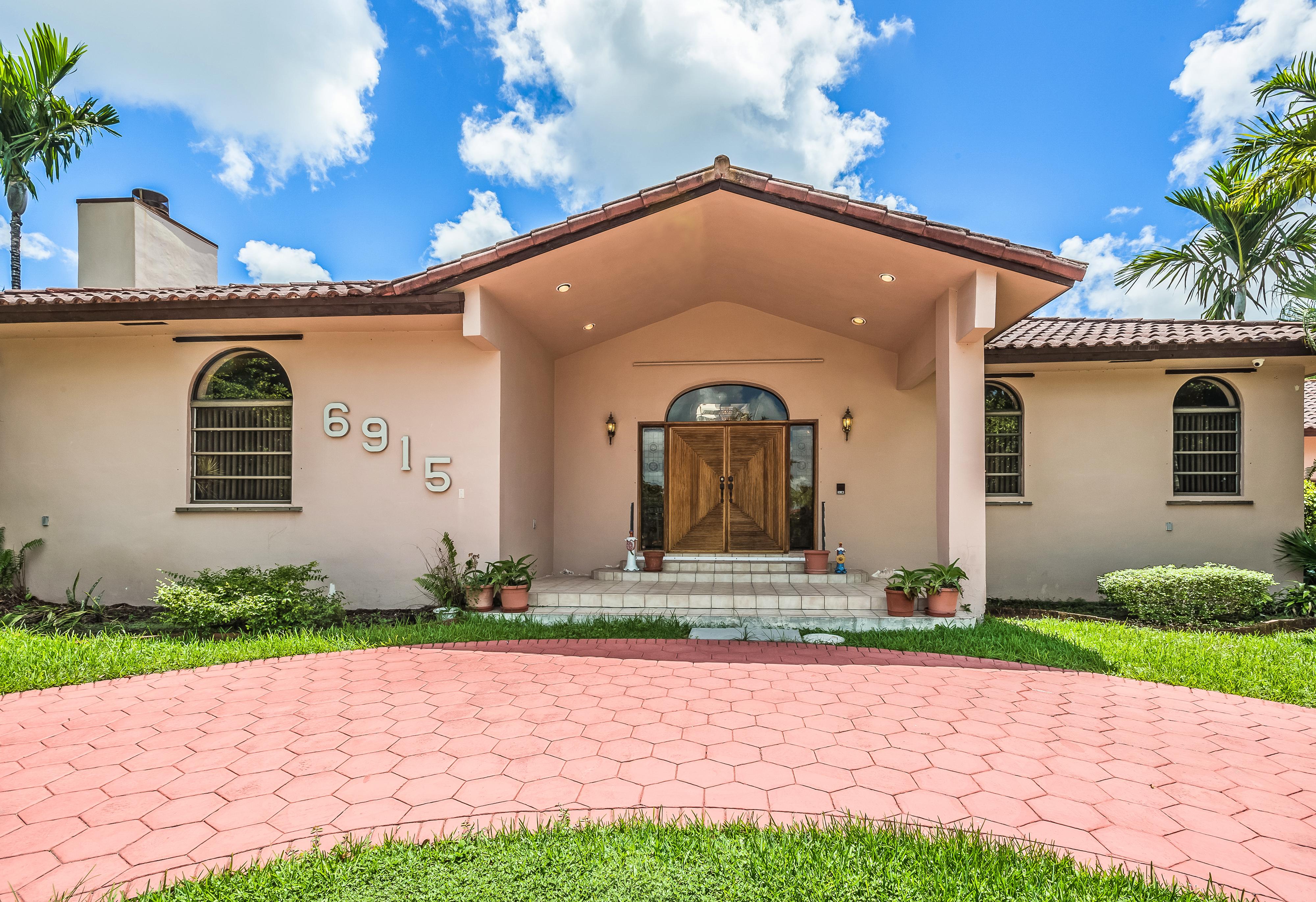 Einfamilienhaus für Verkauf beim 6915 Sw 92nd Ct Miami, Florida, 33173 Vereinigte Staaten