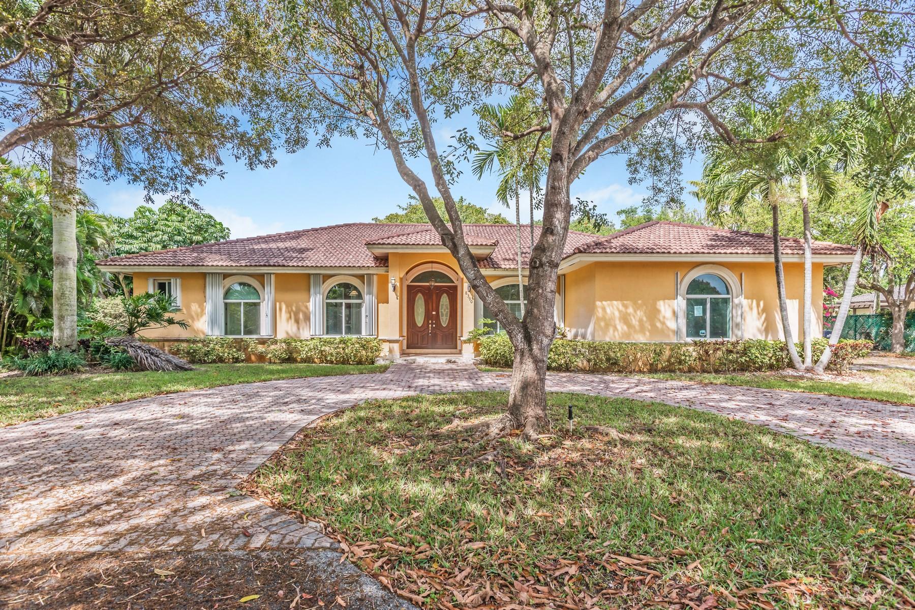 独户住宅 为 销售 在 8390 Sw 134 St 派恩克雷斯特, 佛罗里达州, 33156 美国