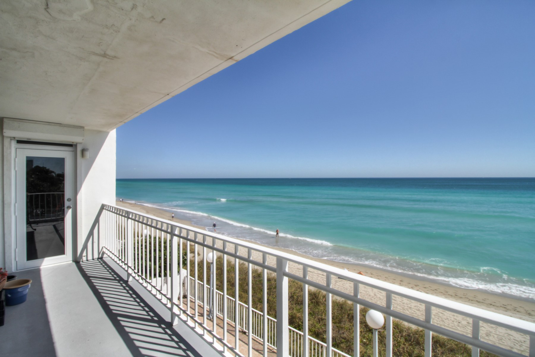 sales property at 2751 S. Ocean Drive Unit# 305S
