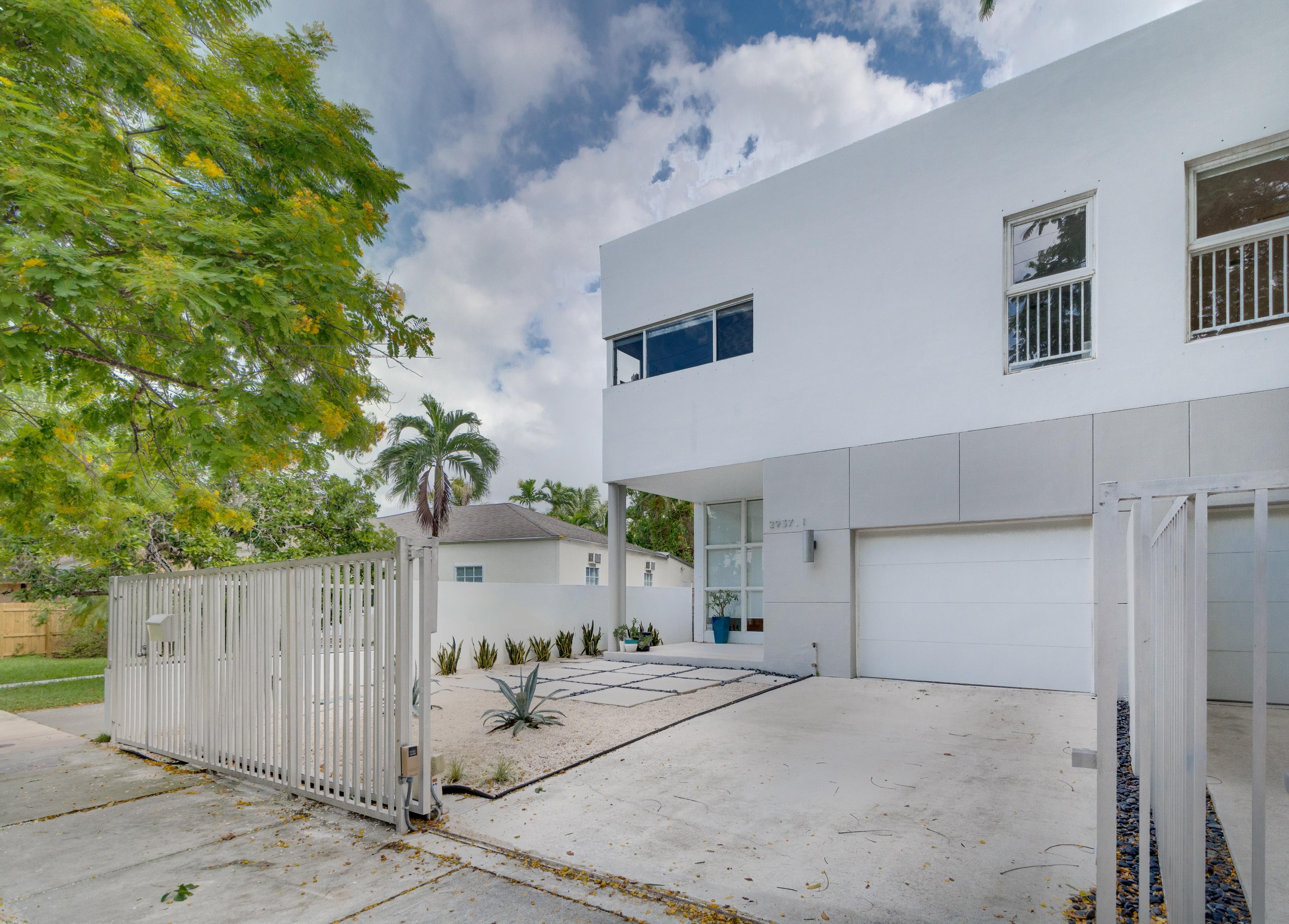 Moradia em banda para Venda às 2937 Sw 30 Court #1 2937 Sw 30 Court 1 Miami, Florida, 33133 Estados Unidos