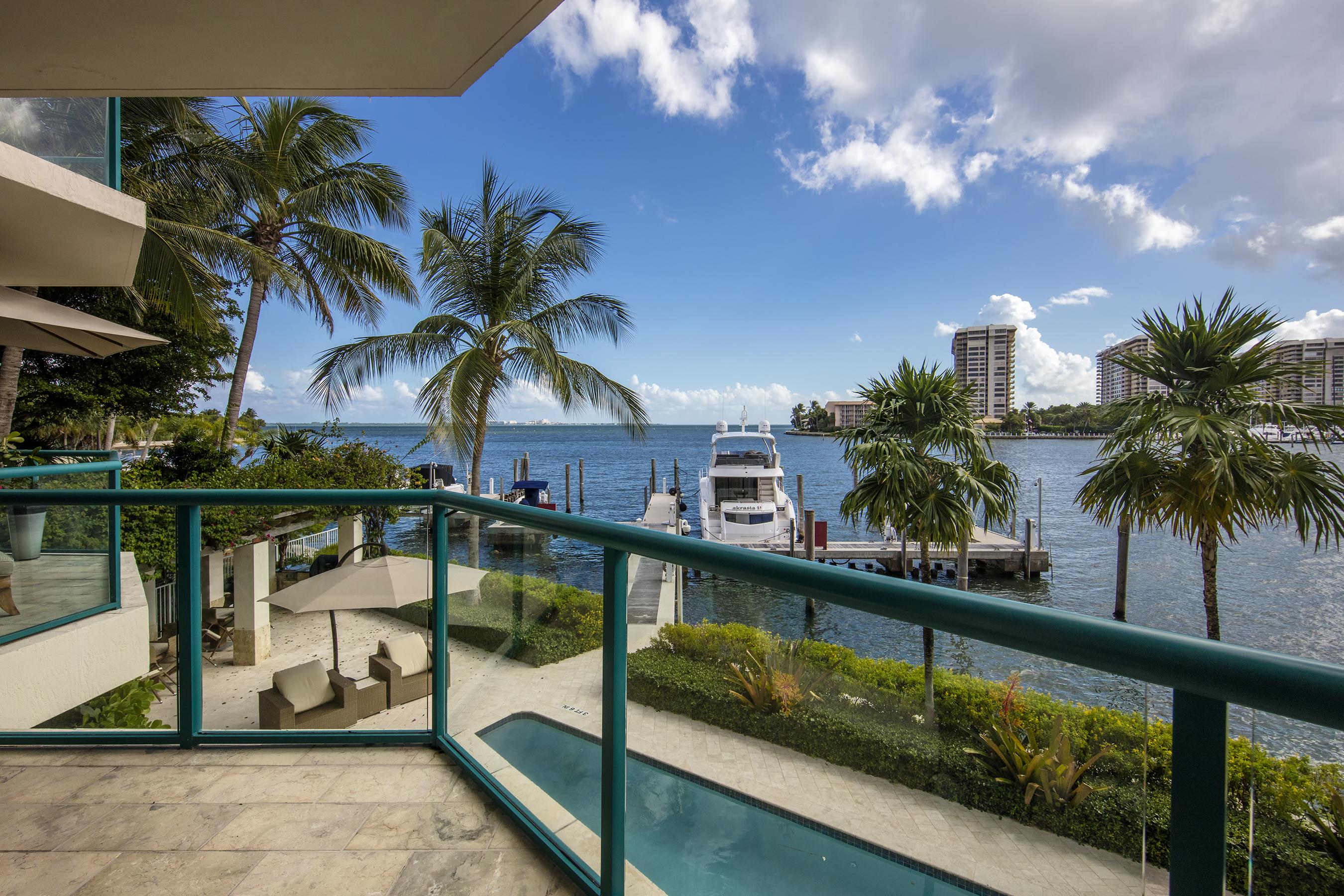 Condomínio para Venda às 1660 W Glencoe St #101 1660 W Glencoe St 101 Miami, Florida, 33133 Estados Unidos