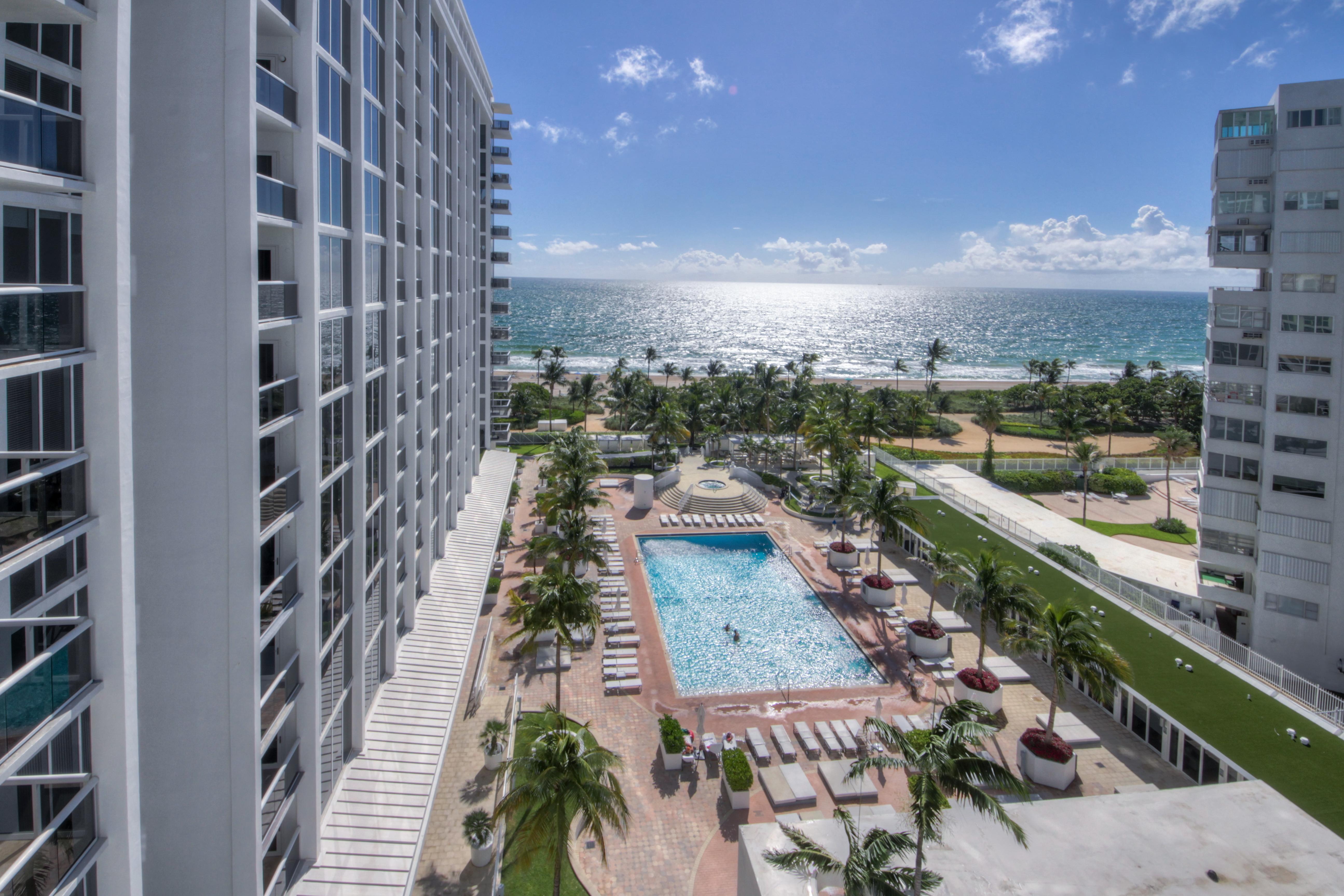 Appartement en copropriété pour l Vente à 10275 Collins Ave #818 10275 Collins Ave 818 Bal Harbour, Florida, 33154 États-Unis