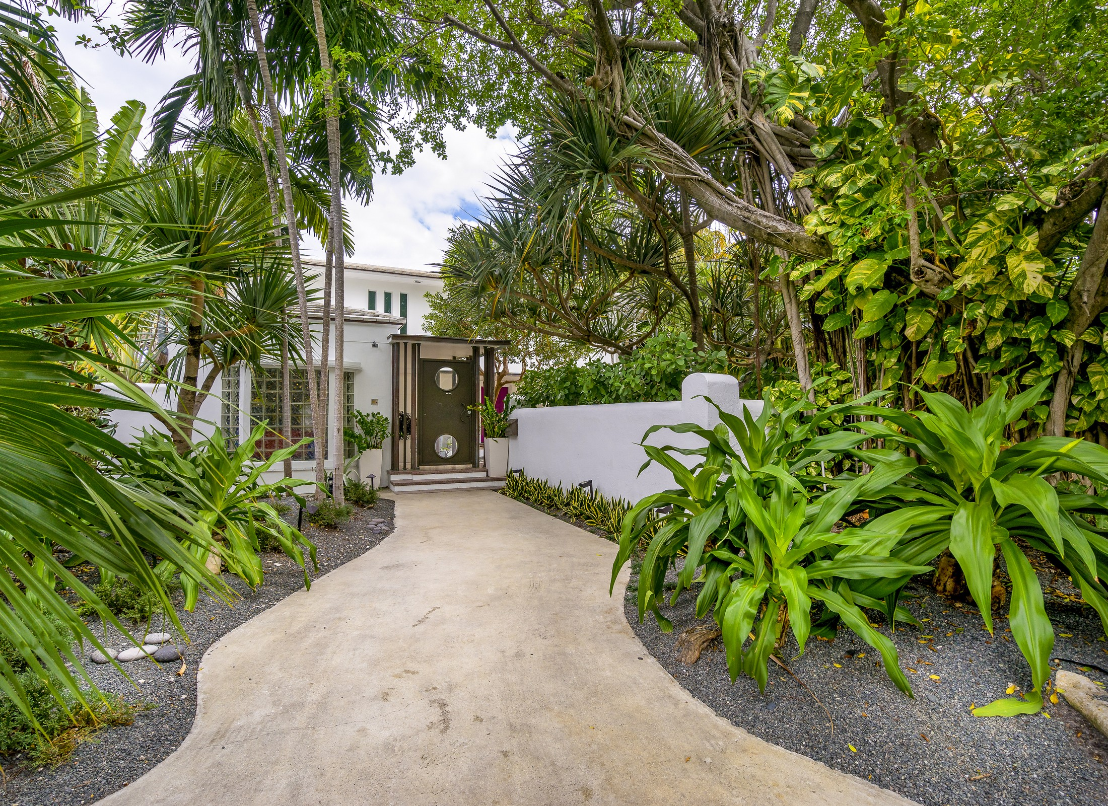 Single Family Home for Sale at 6165 Pine Tree Dr Miami Beach, Florida, 33140 United States