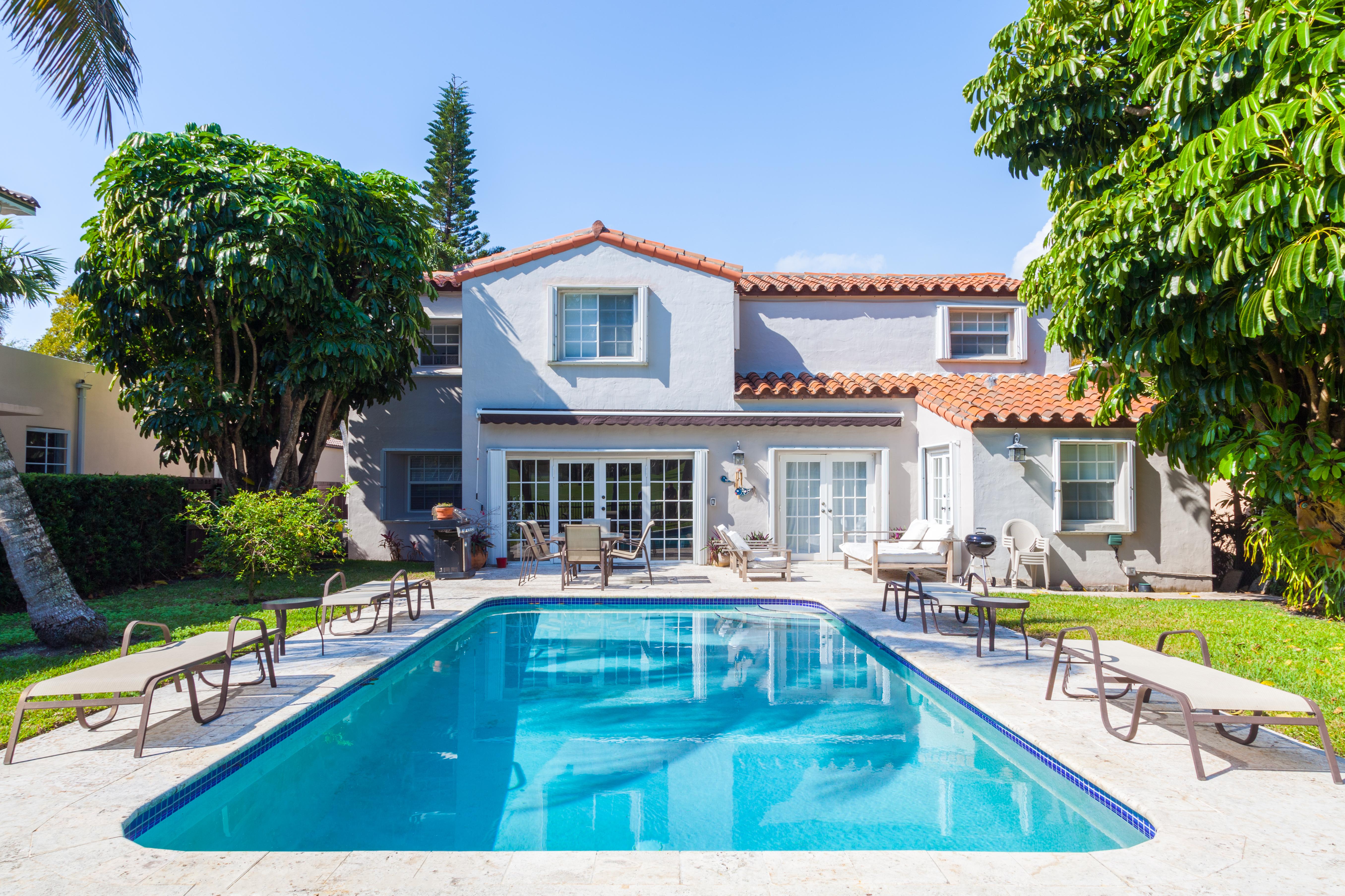 Частный односемейный дом для того Продажа на 5435 Alton Rd Miami Beach, Флорида, 33140 Соединенные Штаты