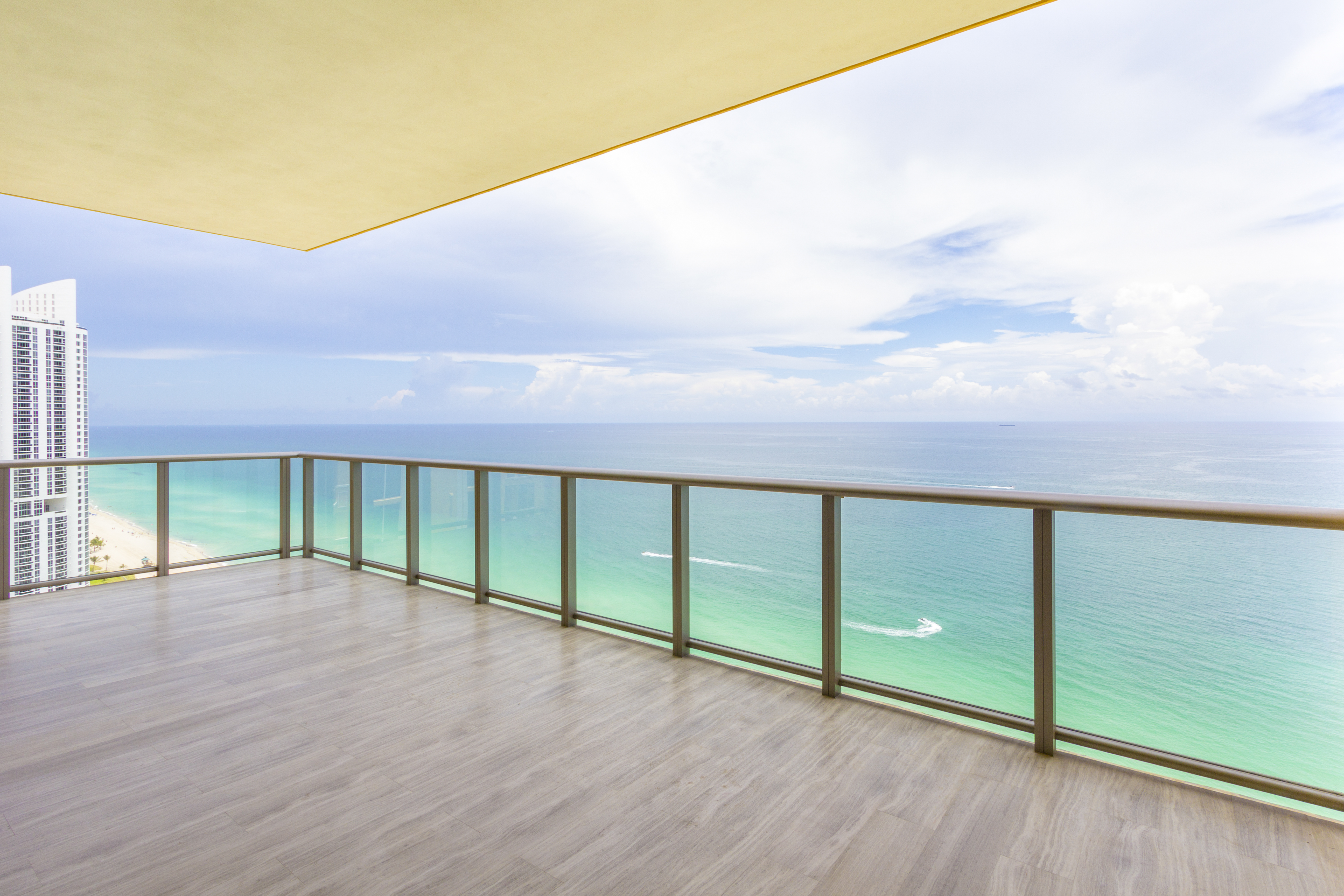 sales property at 17749 Collins Ave #2901