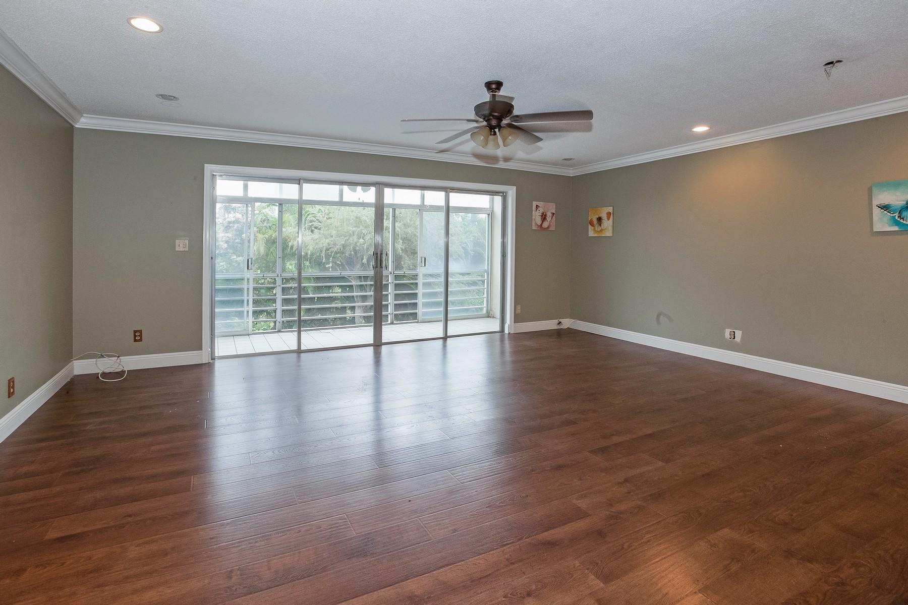 Кооперативная квартира для того Продажа на 700 NE 14 Ave #203 700 Ne 14th Ave 203 Hallandale, Флорида, 33009 Соединенные Штаты