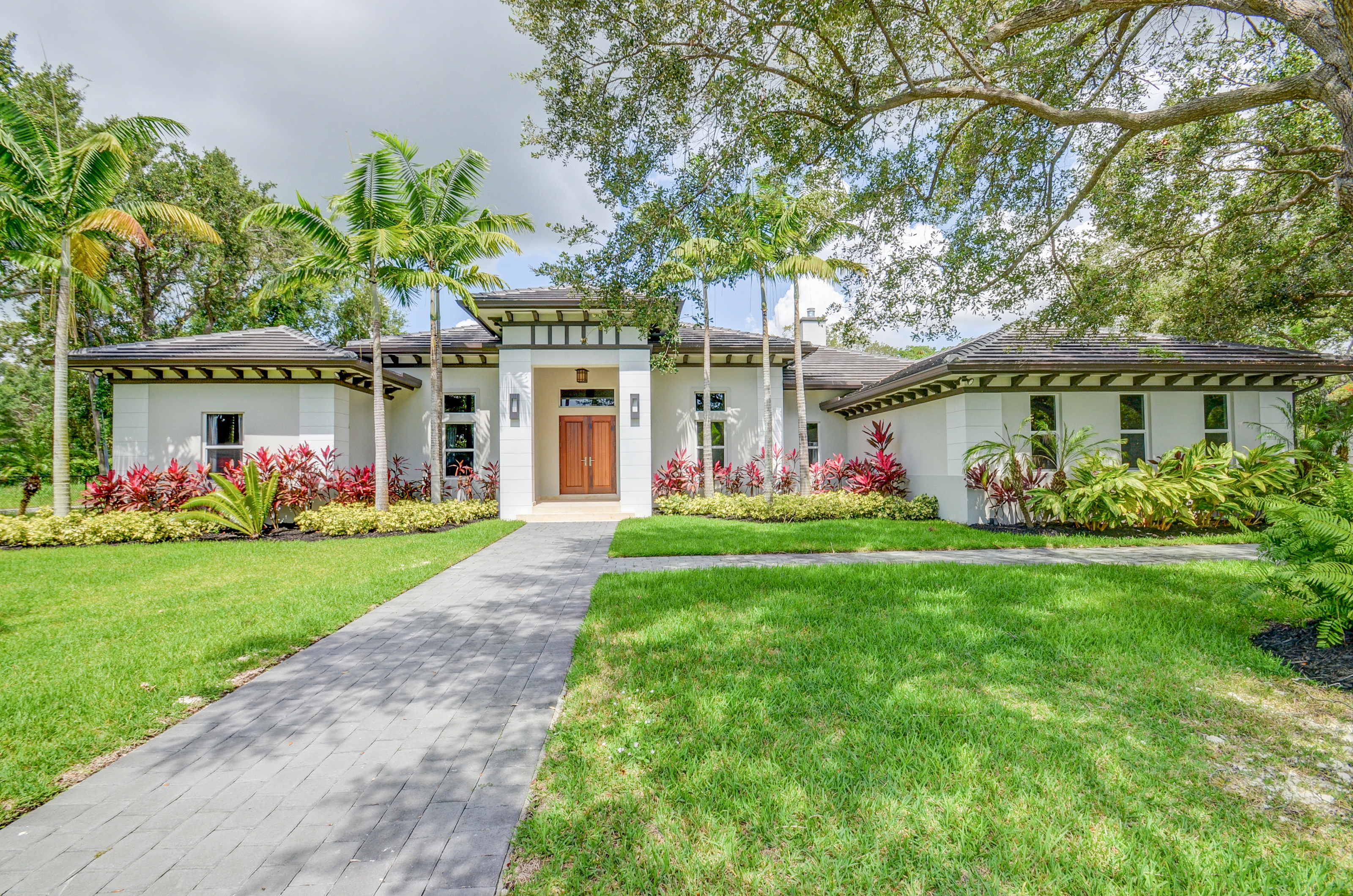sales property at 11280 Sw 82nd Avenue