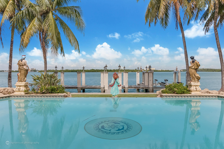 Maison unifamiliale pour l Vente à 240 Bal Bay Dr Bal Harbour, Florida, 33154 États-Unis
