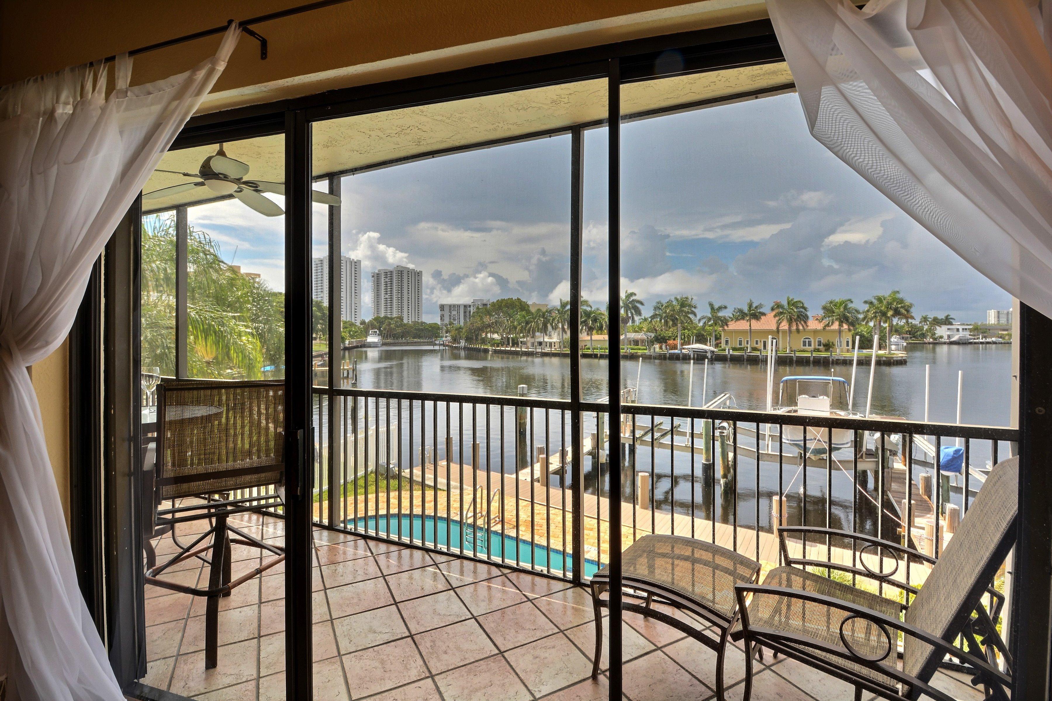 Appartement pour l Vente à 3208 Se 12th St #201 3208 Se 12th St 201 Pompano Beach, Florida, 33062 États-Unis