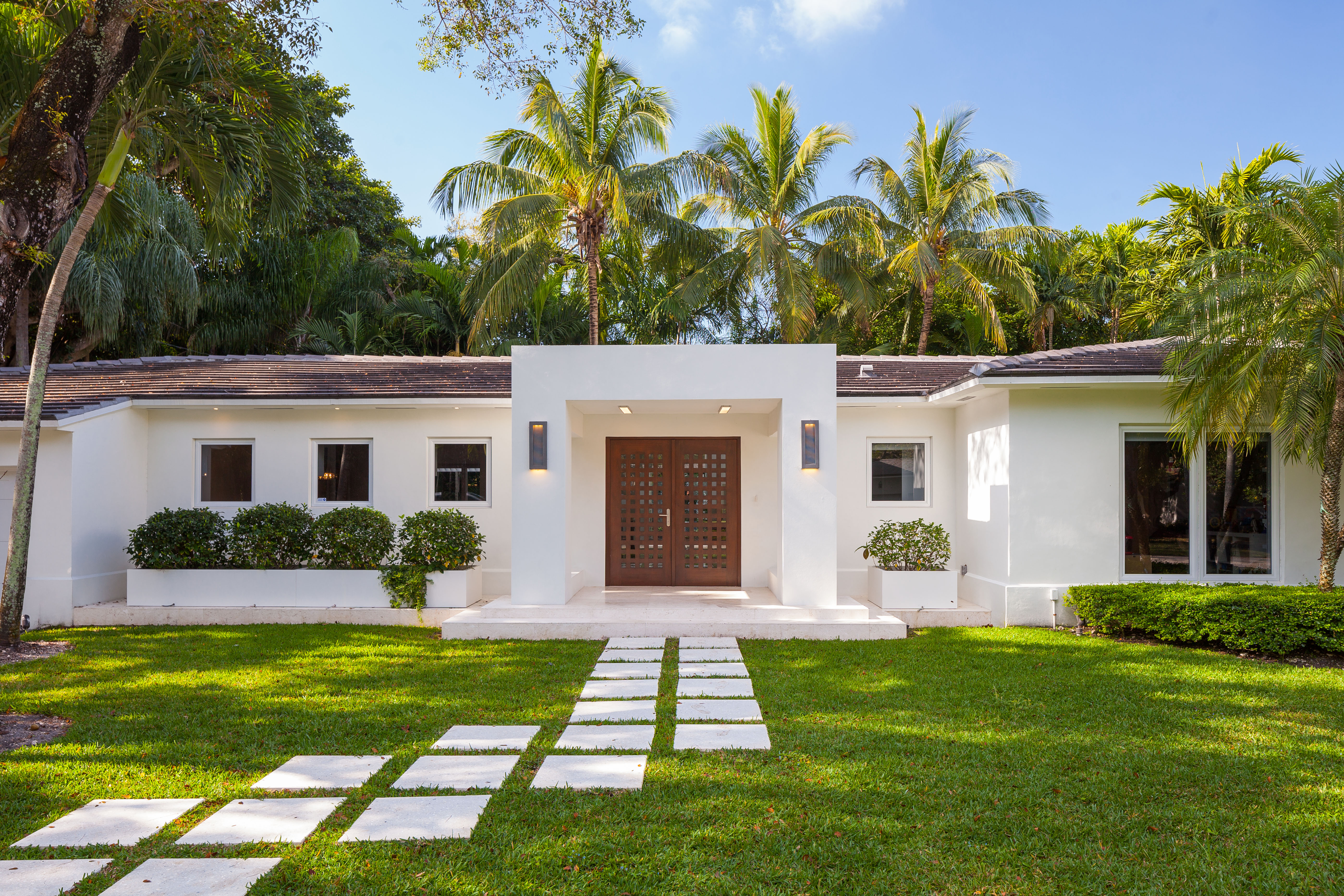 Single Family Home for Sale at 430 San Servando Ave Coral Gables, Florida, 33143 United States