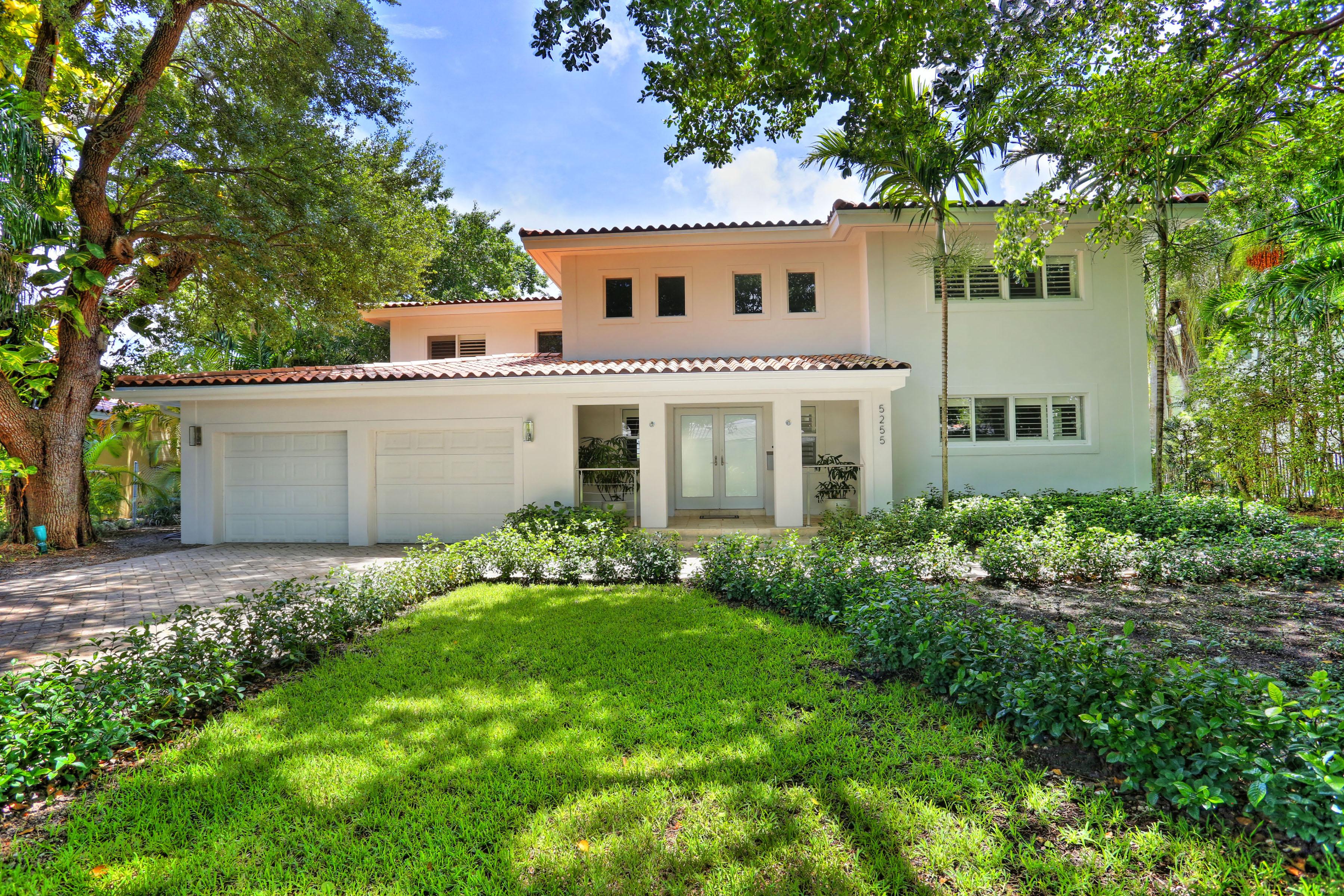 Casa Unifamiliar por un Venta en 5255 Orduna Dr Coral Gables, Florida, 33146 Estados Unidos