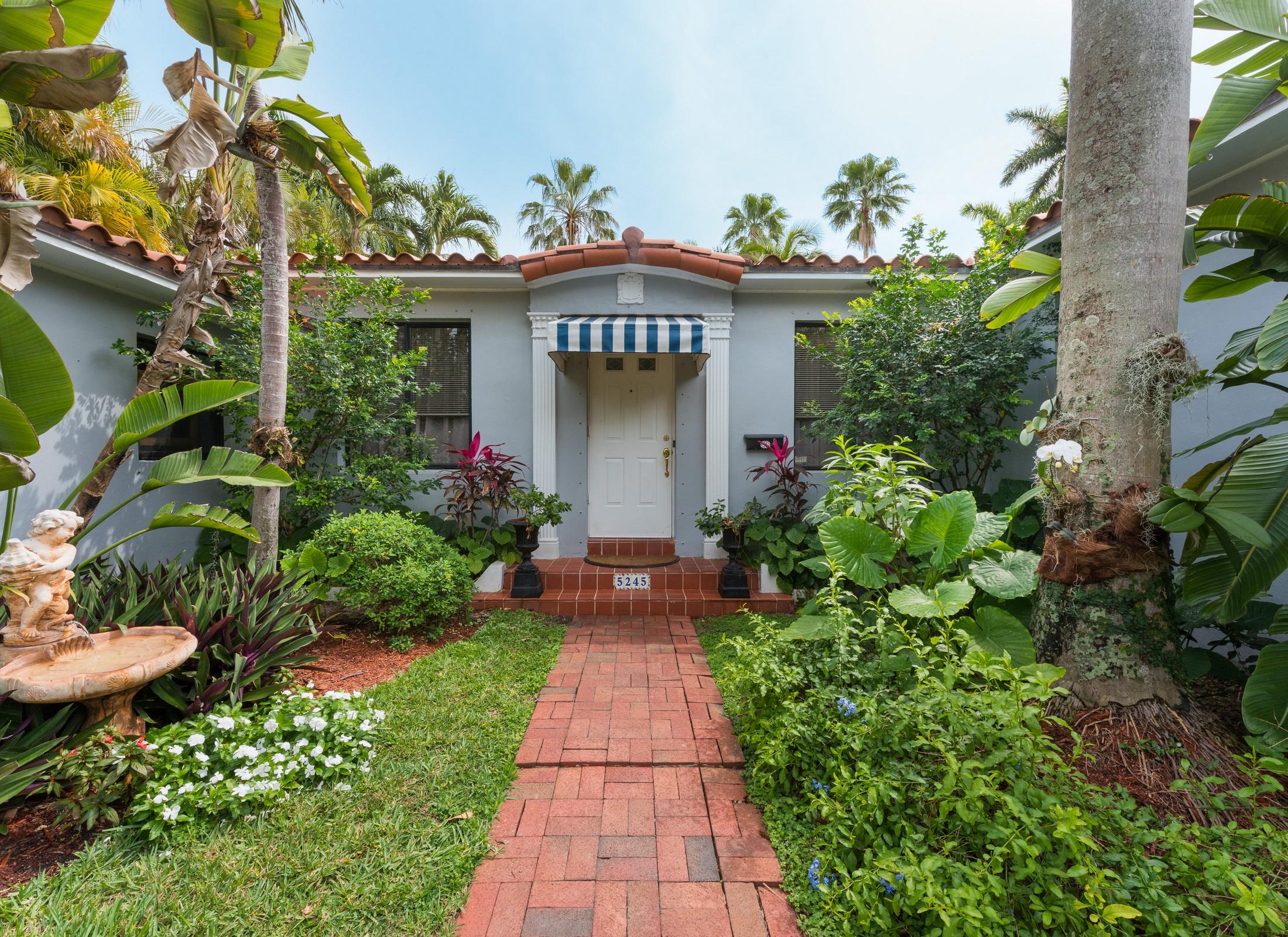 Частный односемейный дом для того Продажа на 5245 Alton Rd Miami Beach, Флорида, 33140 Соединенные Штаты