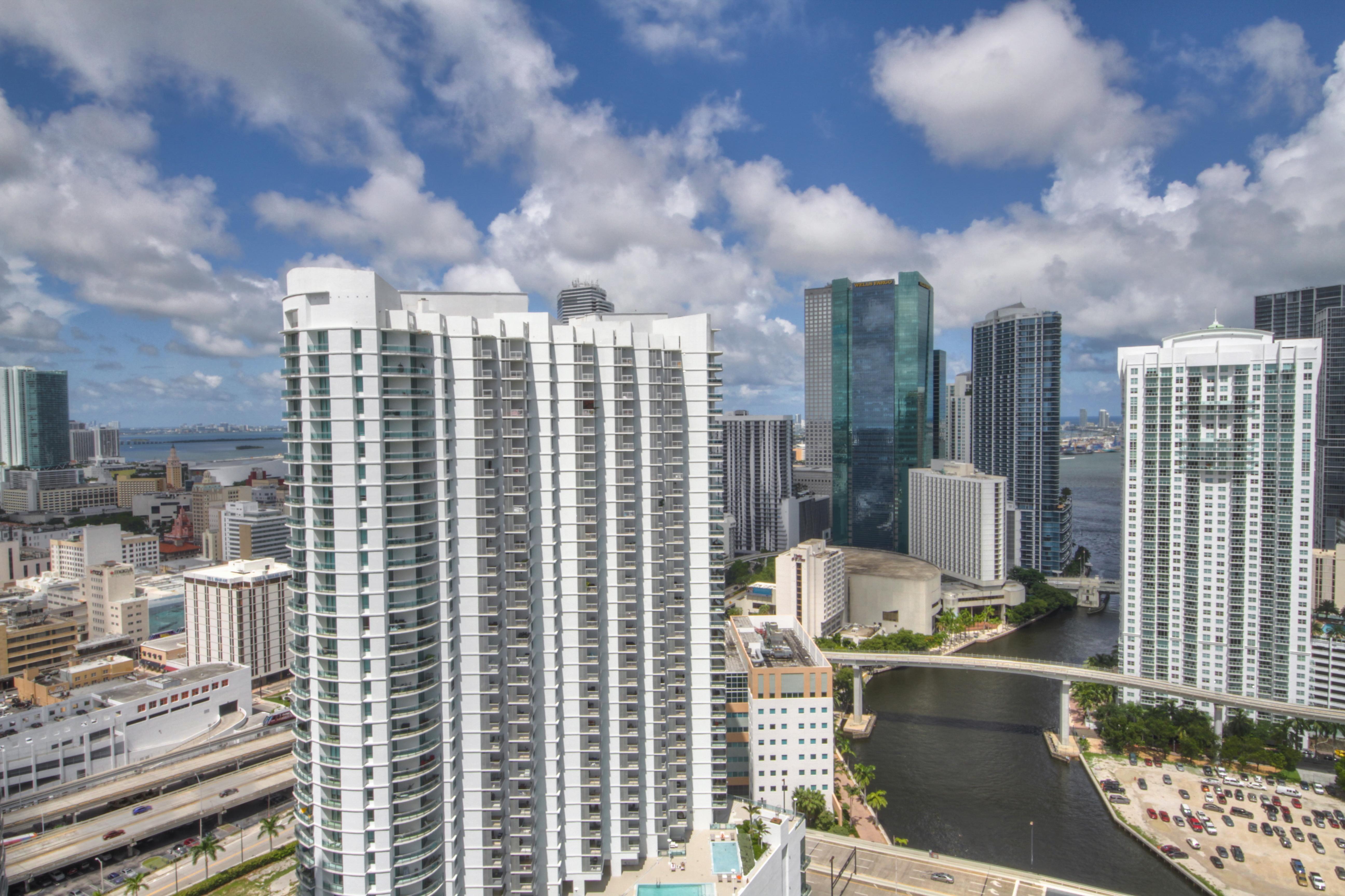 Condominio por un Venta en 92 Sw 3rd St #3810 92 Sw 3rd St 3810 Miami, Florida, 33130 Estados Unidos