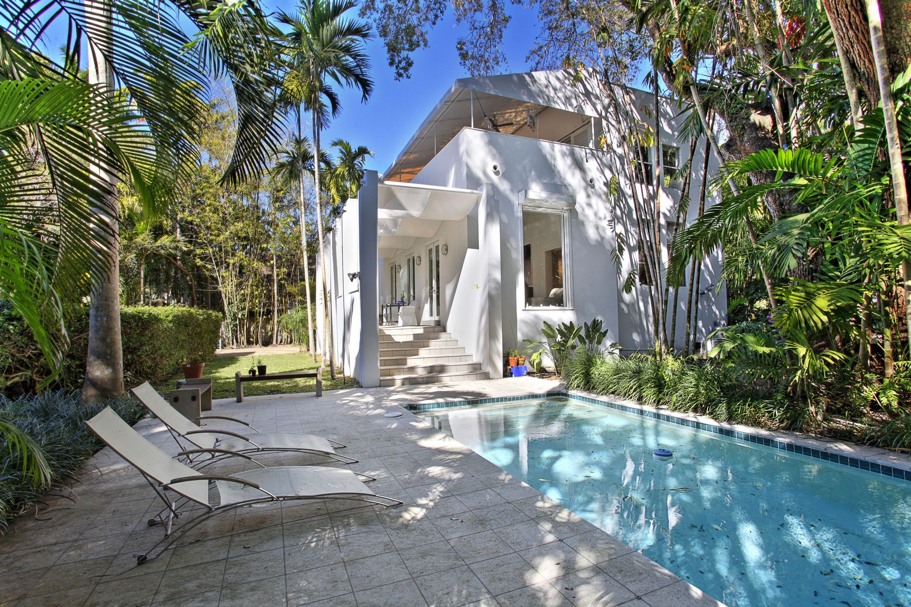 Single Family Home for Sale at 3721 Hibiscus St Coconut Grove, Florida, 33133 United States
