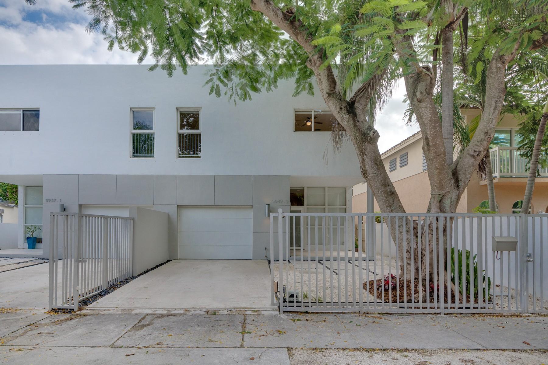 Maison en rangée pour l Vente à 2937 Sw 30 Ct #2 2937 Sw 30 Ct 2 Miami, Florida, 33133 États-Unis
