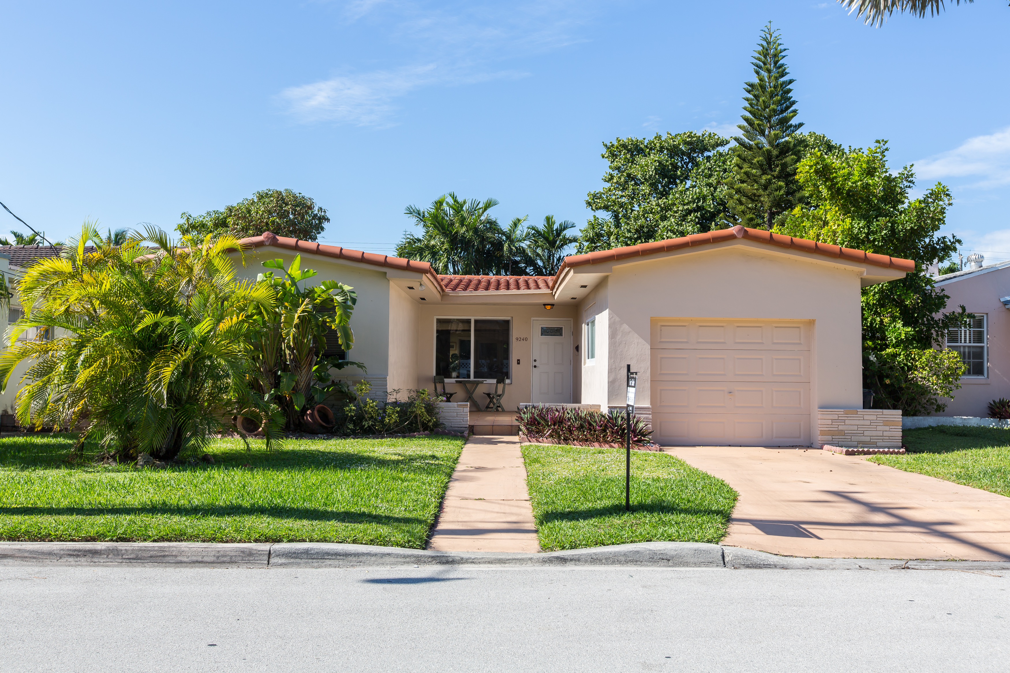 Vivienda unifamiliar por un Venta en Surfside Single Family Surfside, Florida, 33154 Estados Unidos