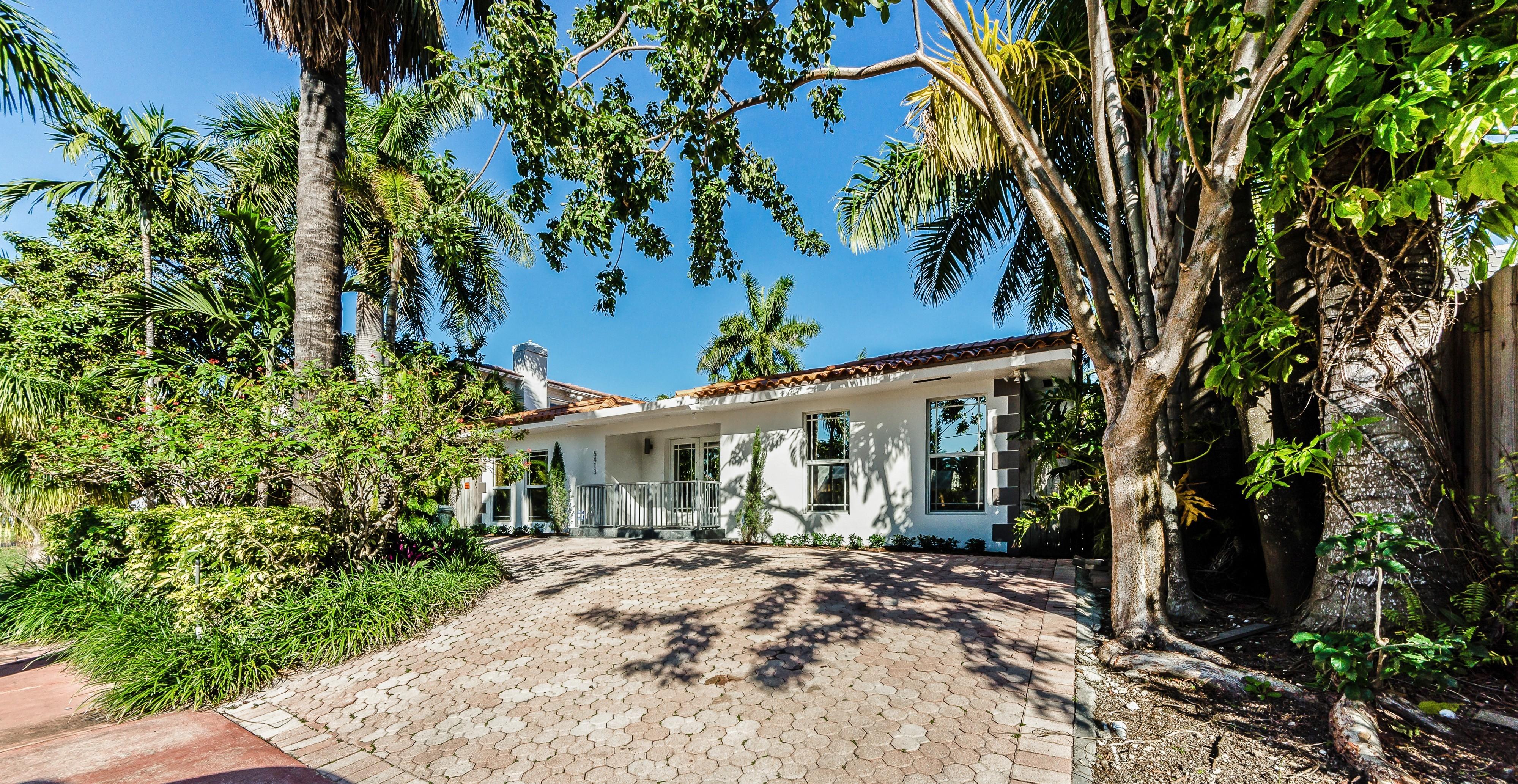 Частный односемейный дом для того Продажа на 5413 La Gorce Dr 5413 Lagorce Dr Miami Beach, Флорида, 33140 Соединенные Штаты