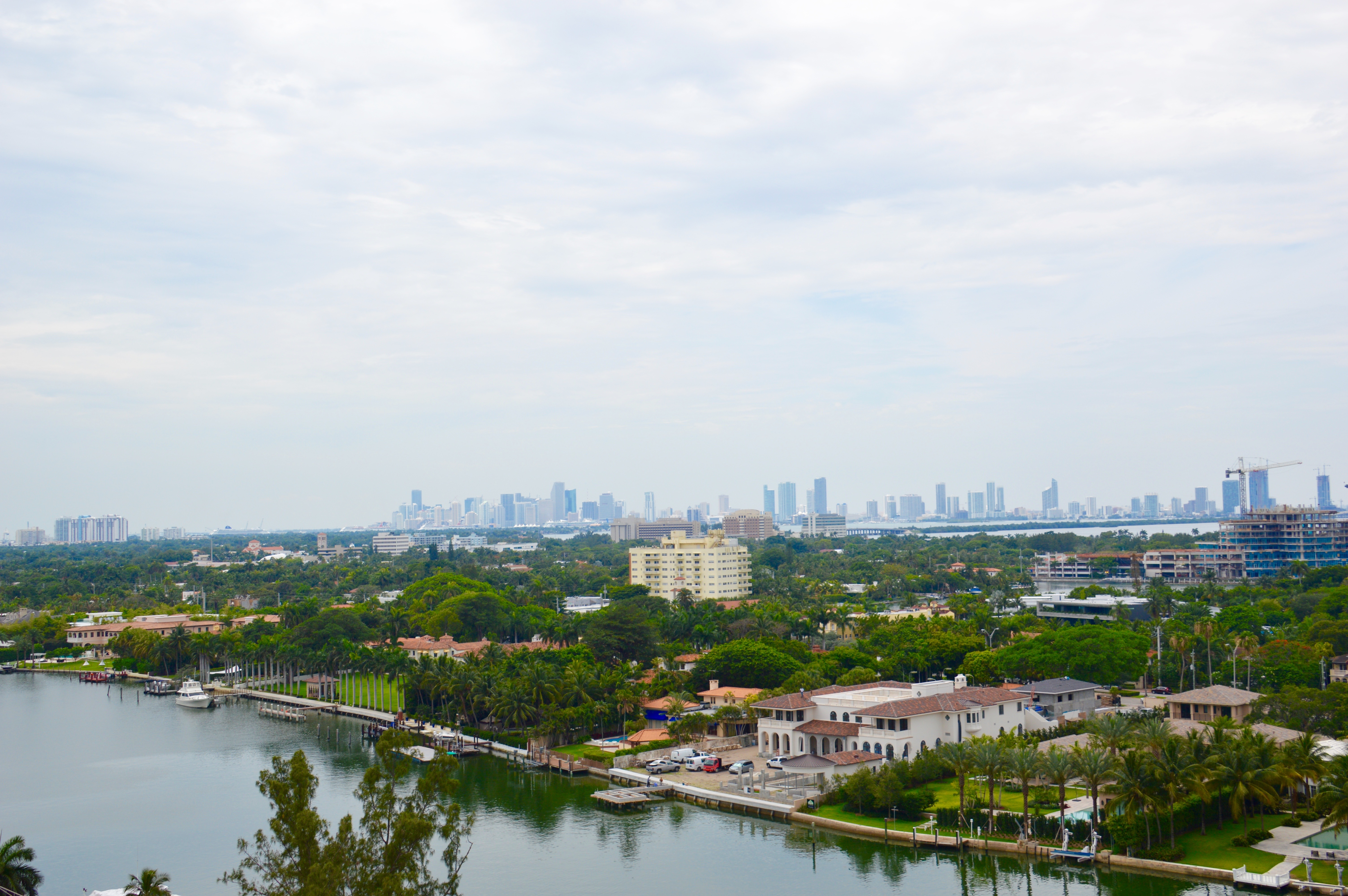 rentals property at 5005 Collins Ave # 1506