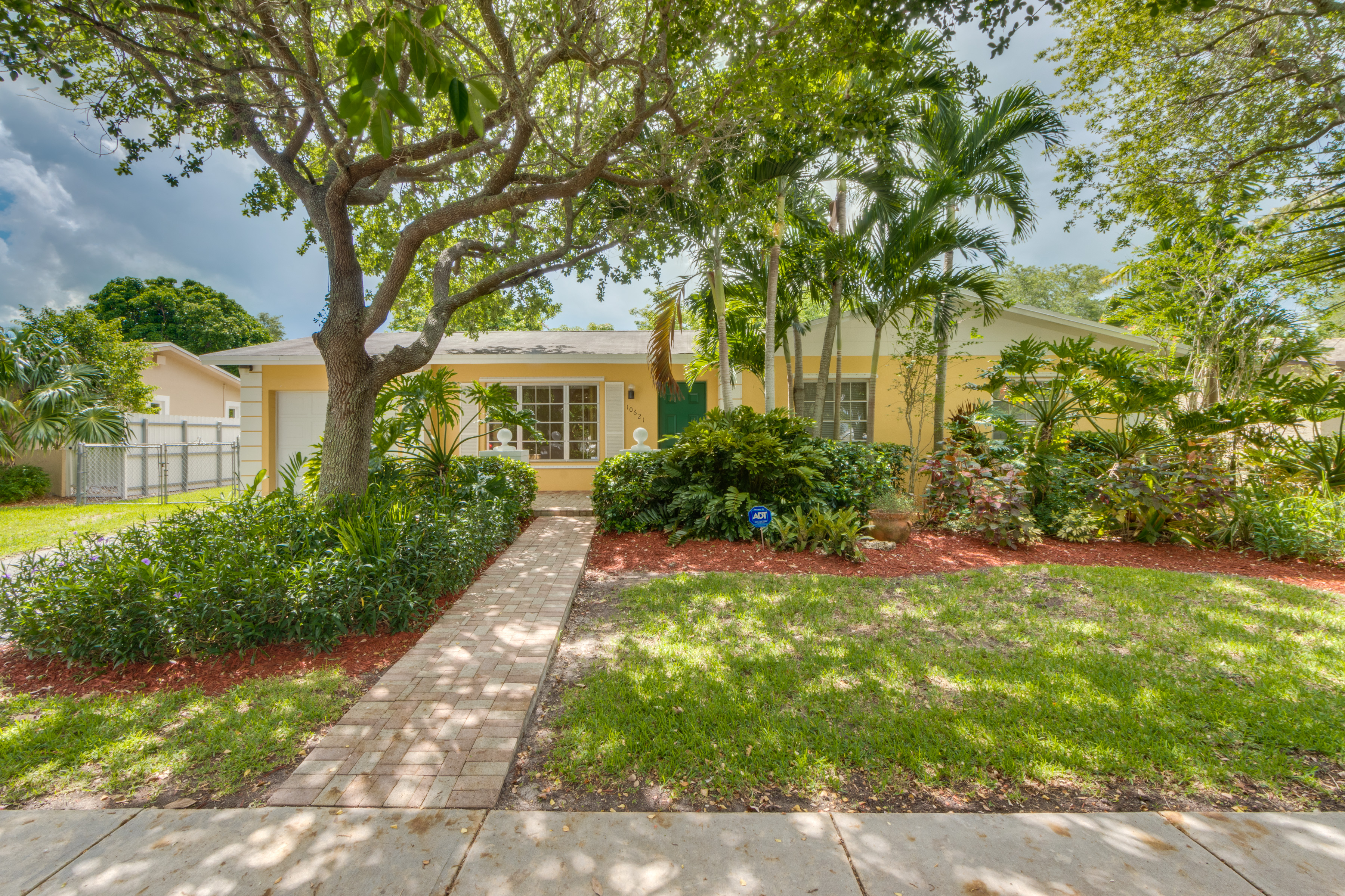 sales property at 10621 Sw 124th Rd
