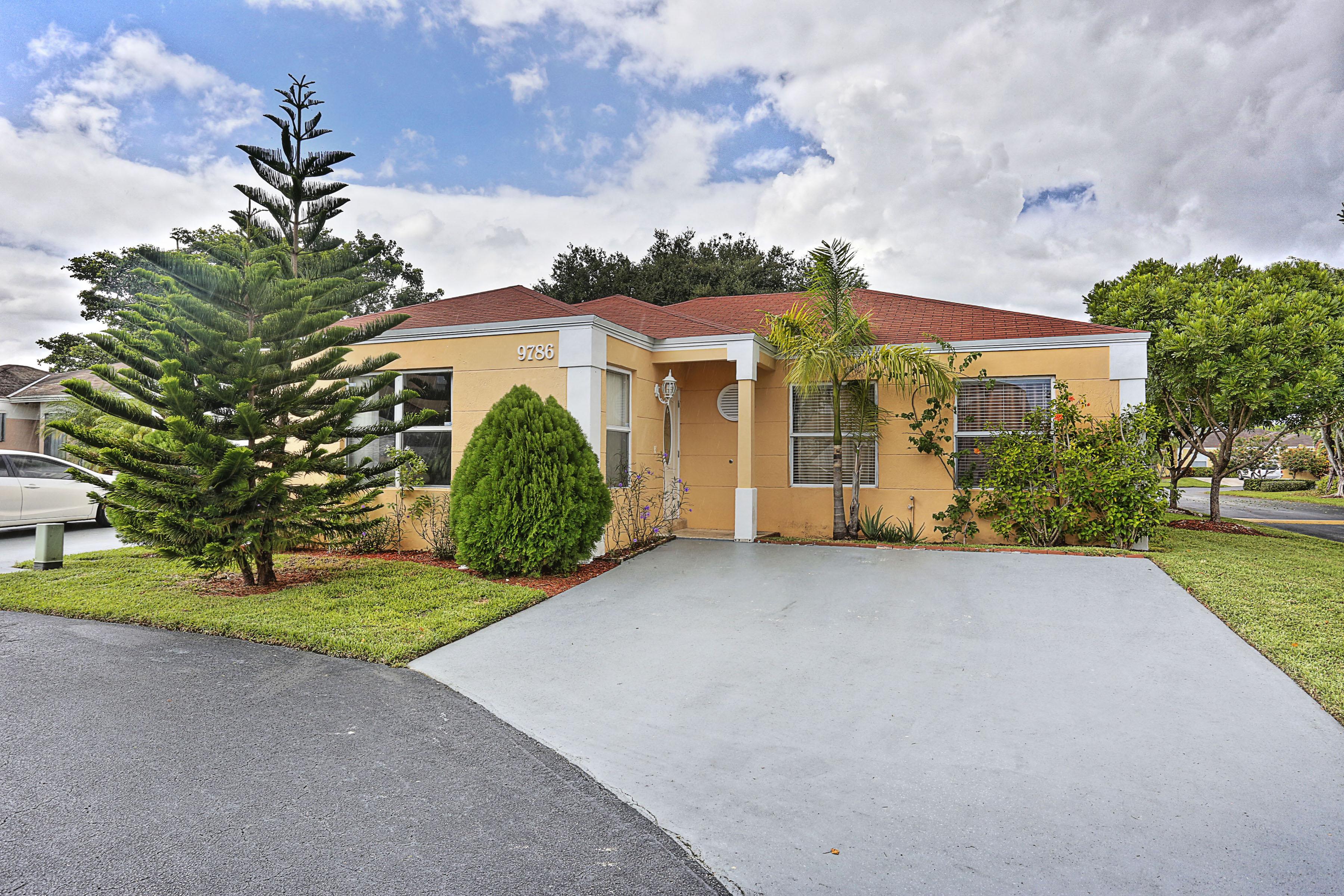 Casa para uma família para Venda às 9786 Sw 221st St Cutler Bay, Florida, 33190 Estados Unidos
