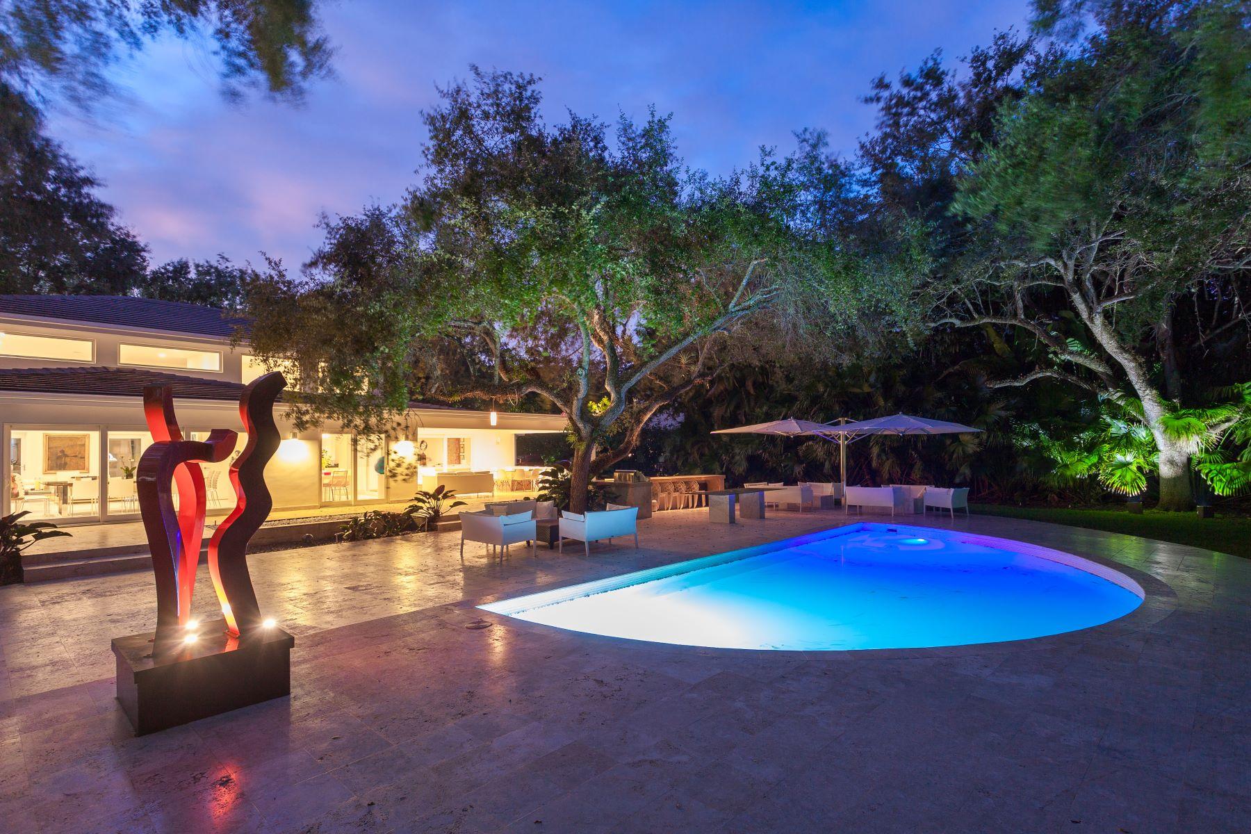 Maison unifamiliale pour l Vente à 10855 Lakeside Dr Coral Gables, Florida, 33156 États-Unis
