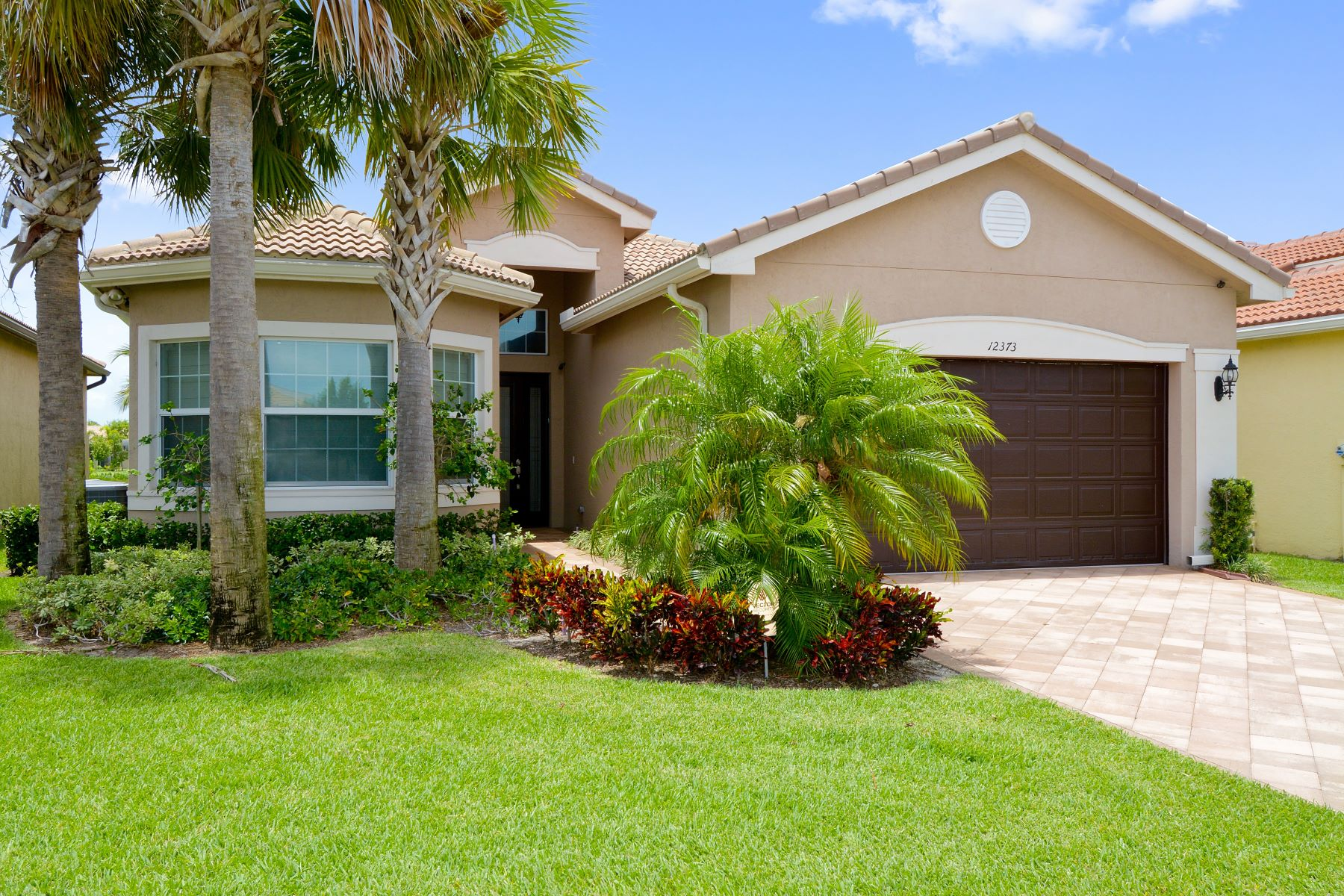 Single Family Homes para Venda às 12373 Cascade Valley Ln Boynton Beach, Florida 33473 Estados Unidos