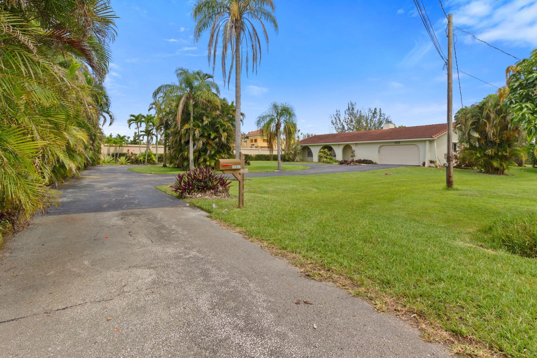 Maison unifamiliale pour l Vente à 12231 Sw 3rd St 12231 Sw 3rd St Plantation, Florida 33325 États-Unis