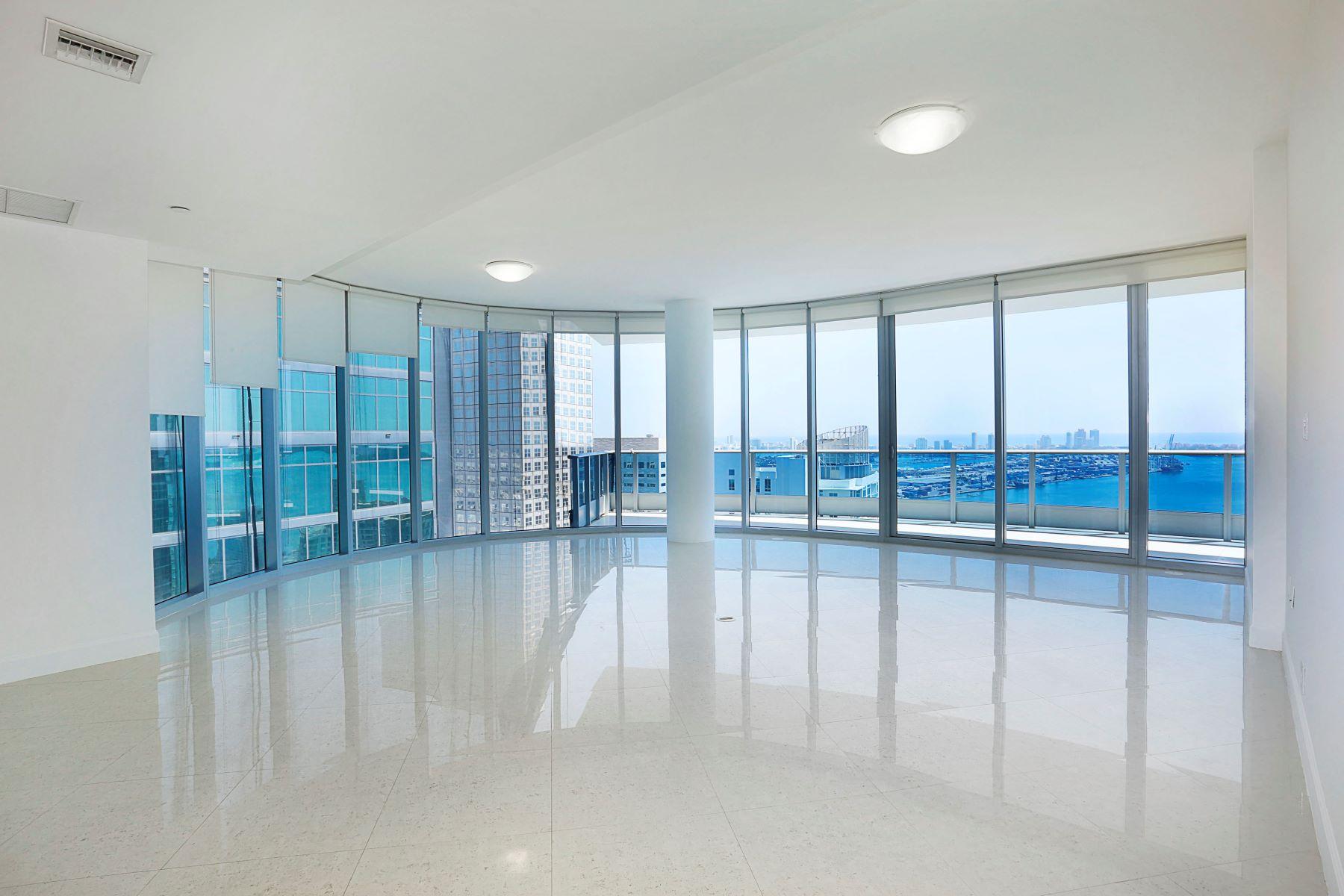 Condominio por un Venta en 200 Biscayne Boulevard W #4901 200 Biscayne Boulevard W 4901 Miami, Florida, 33131 Estados Unidos