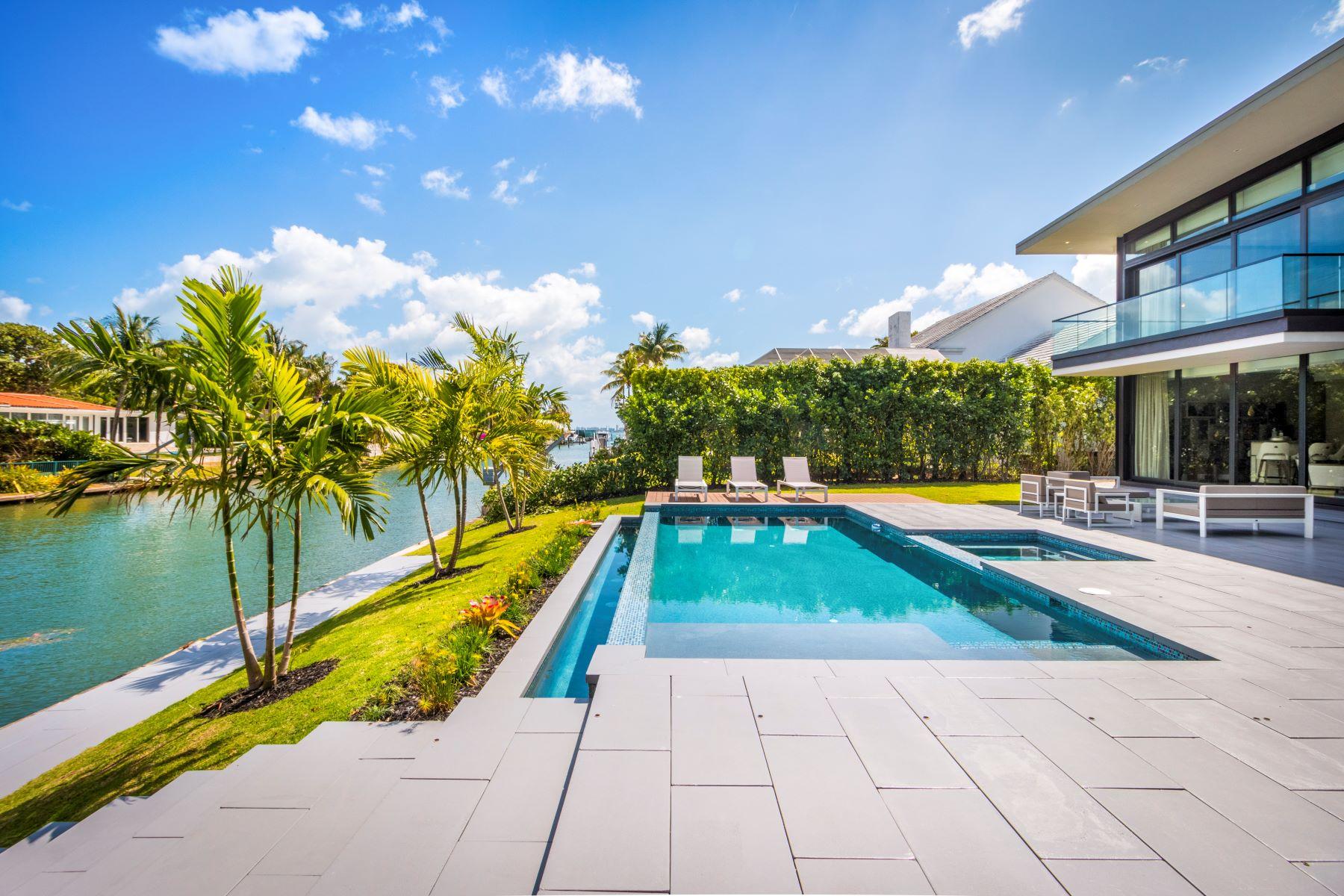Casa para uma família para Venda às 721 Buttonwood Ln Miami, Florida, 33137 Estados Unidos