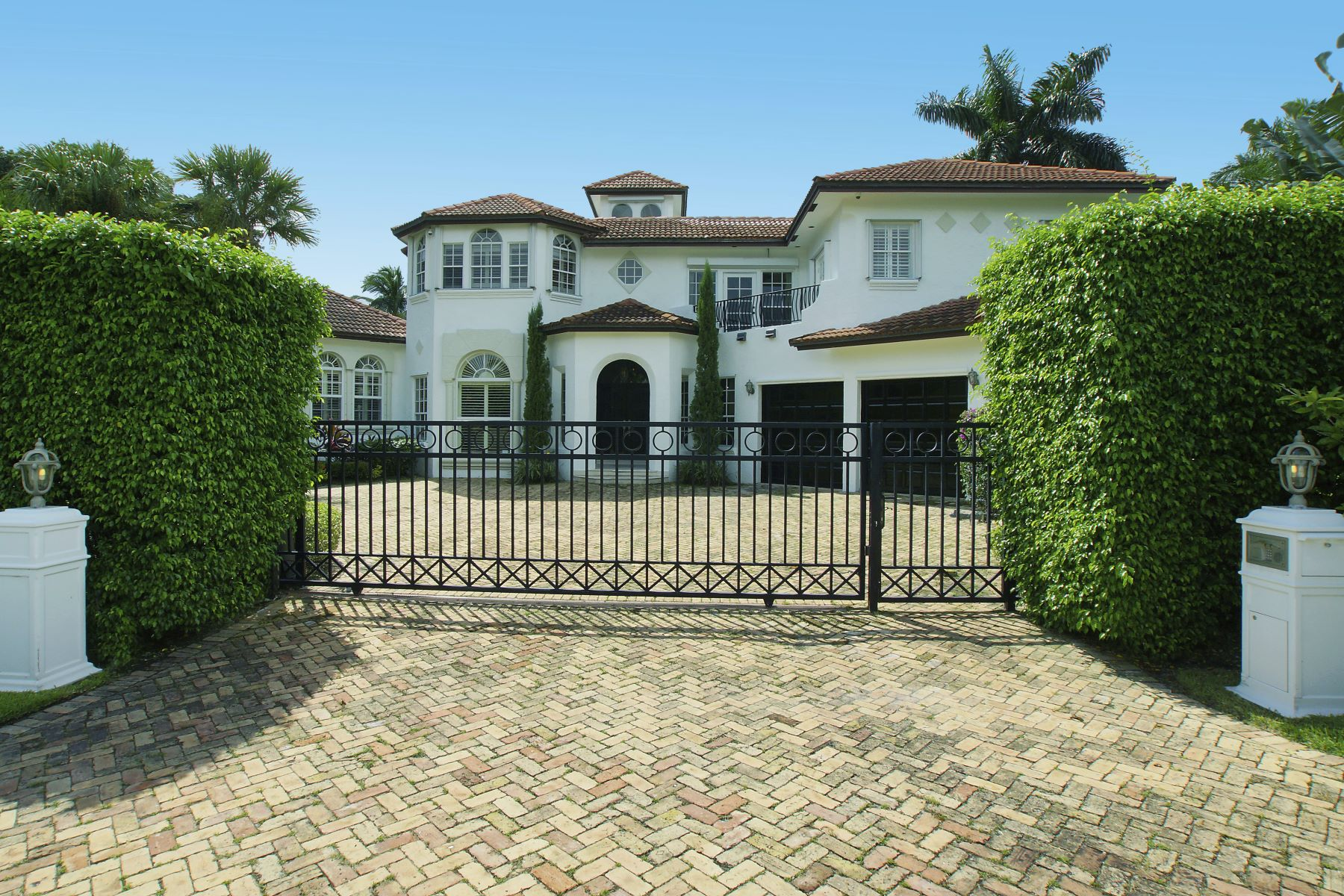 Single Family Home for Sale at 2420 Sea Island Dr 2420 Sea Island Dr Fort Lauderdale, Florida 33301 United States