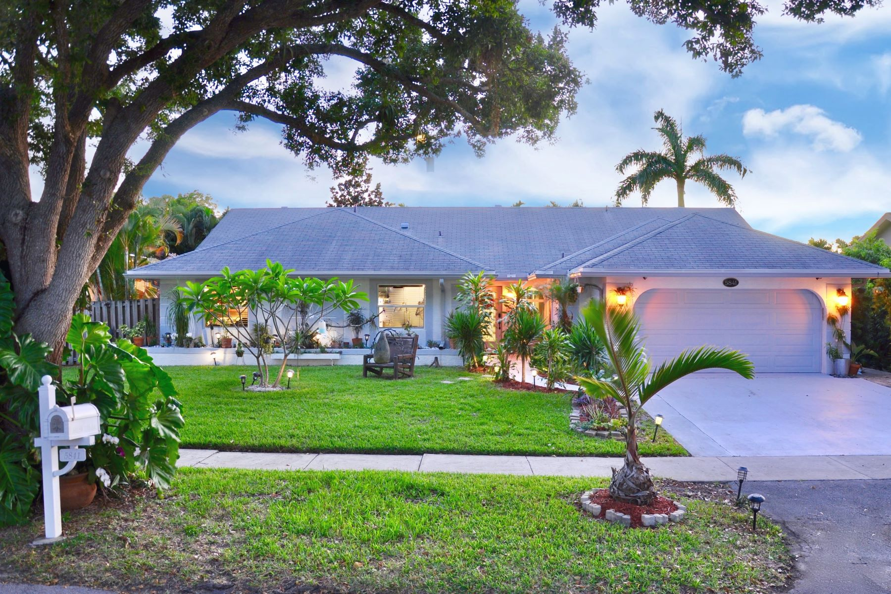 single family homes for Active at 5841 Sw 117th Ave Cooper City, Florida 33330 United States