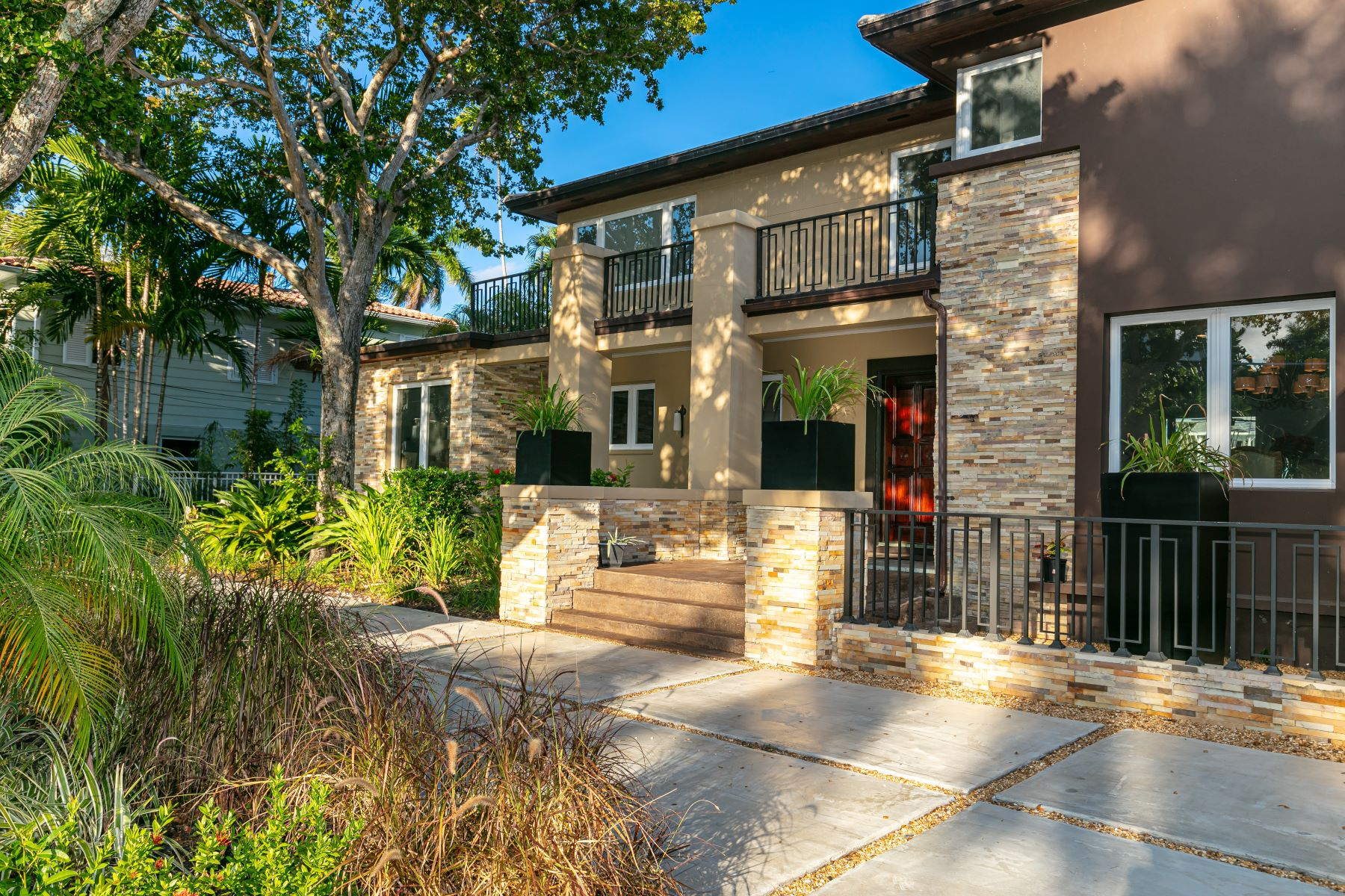 Single Family Homes for Active at 510 Coral Way Fort Lauderdale, Florida 33301 United States
