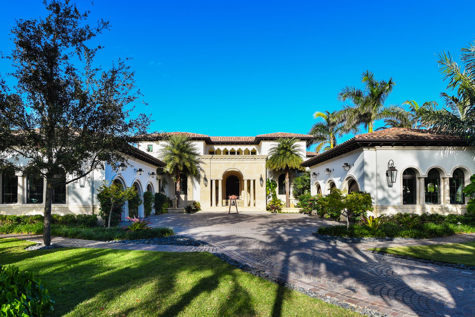 Single Family Home for Sale at 23 Tahiti Beach Island Rd Coral Gables, Florida, 33143 United States