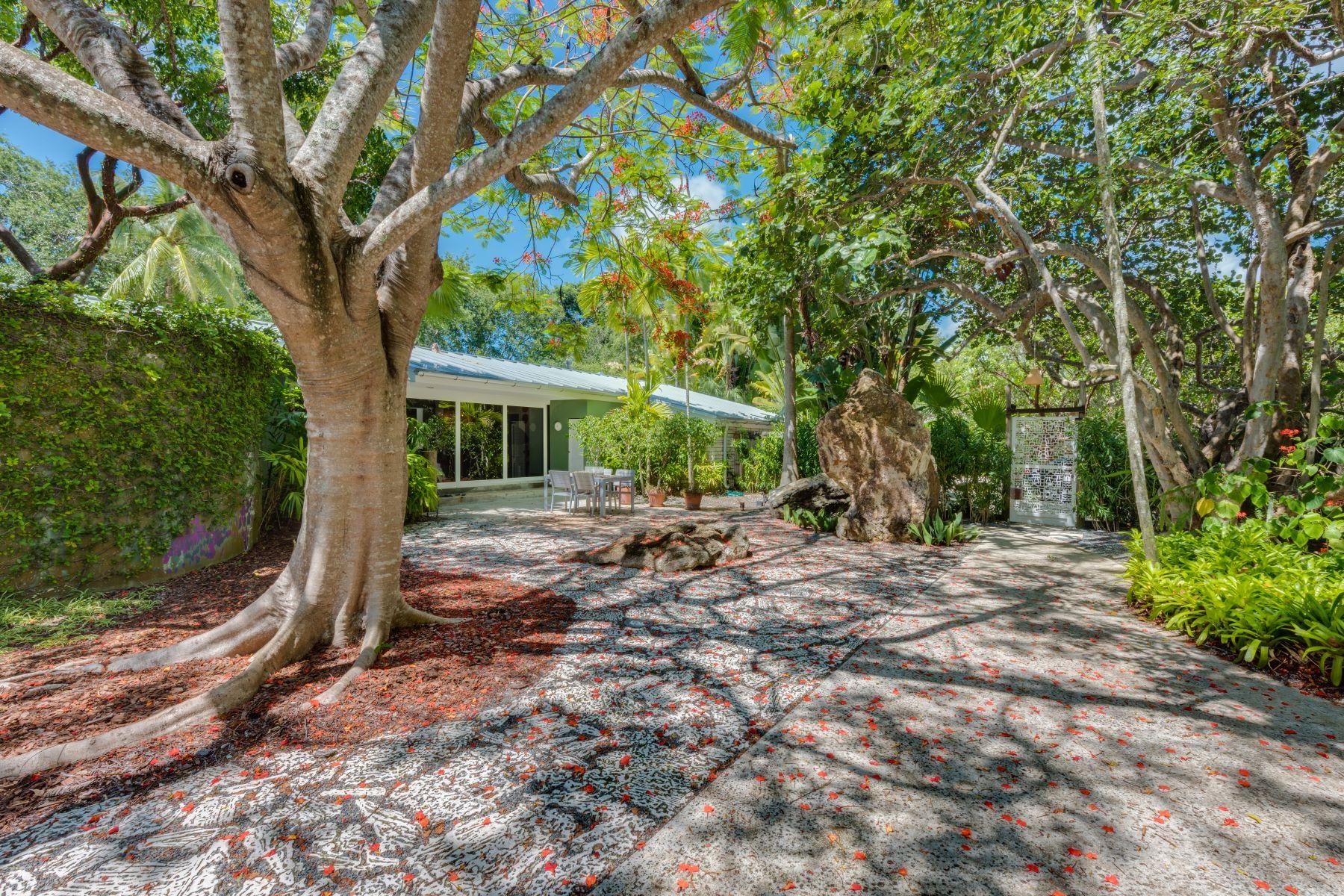 Casa Unifamiliar por un Venta en 6050 Sw 109th St Pinecrest, Florida, 33156 Estados Unidos