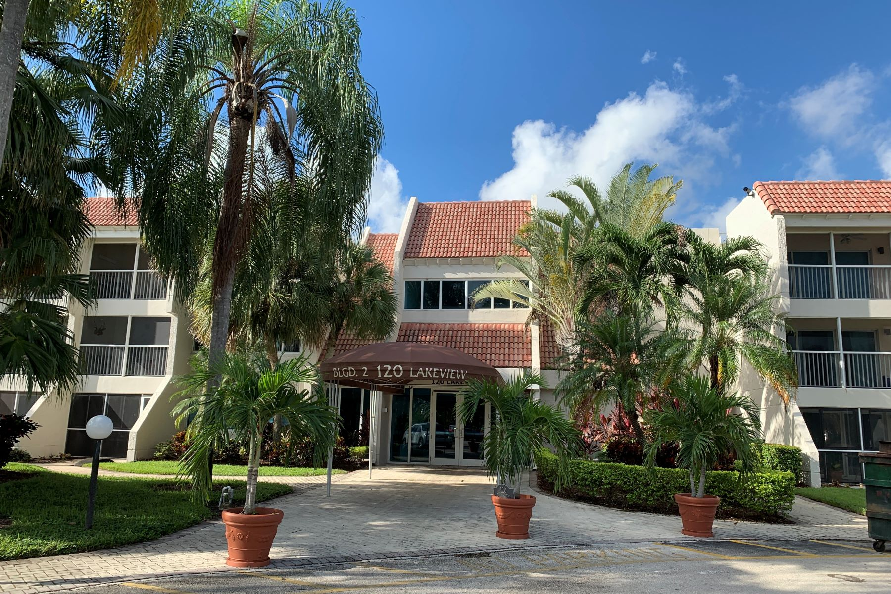 Condominiums for Sale at 120 Lakeview Dr 106 Weston, Florida 33326 United States