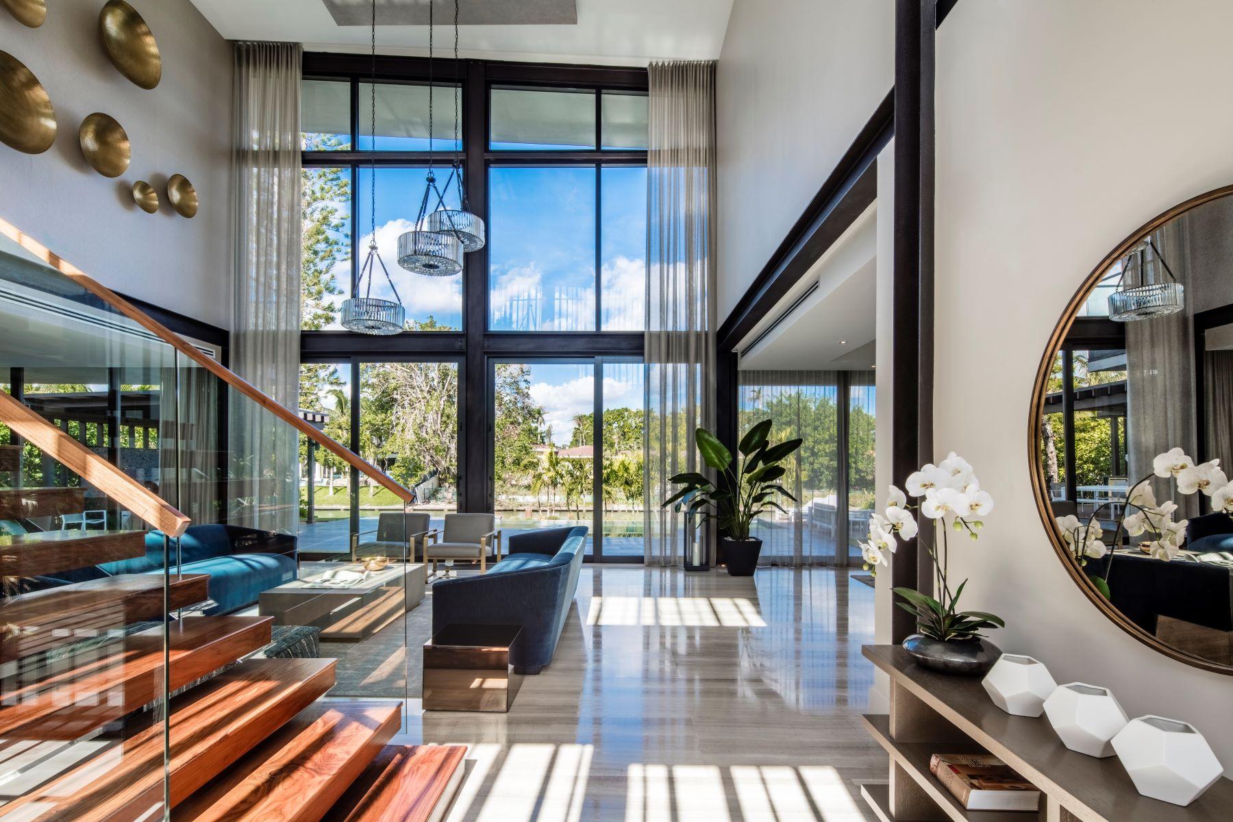 Частный односемейный дом для того Продажа на 721 Buttonwood Ln 721 Buttonwood Ln Miami, Флорида 33137 Соединенные Штаты