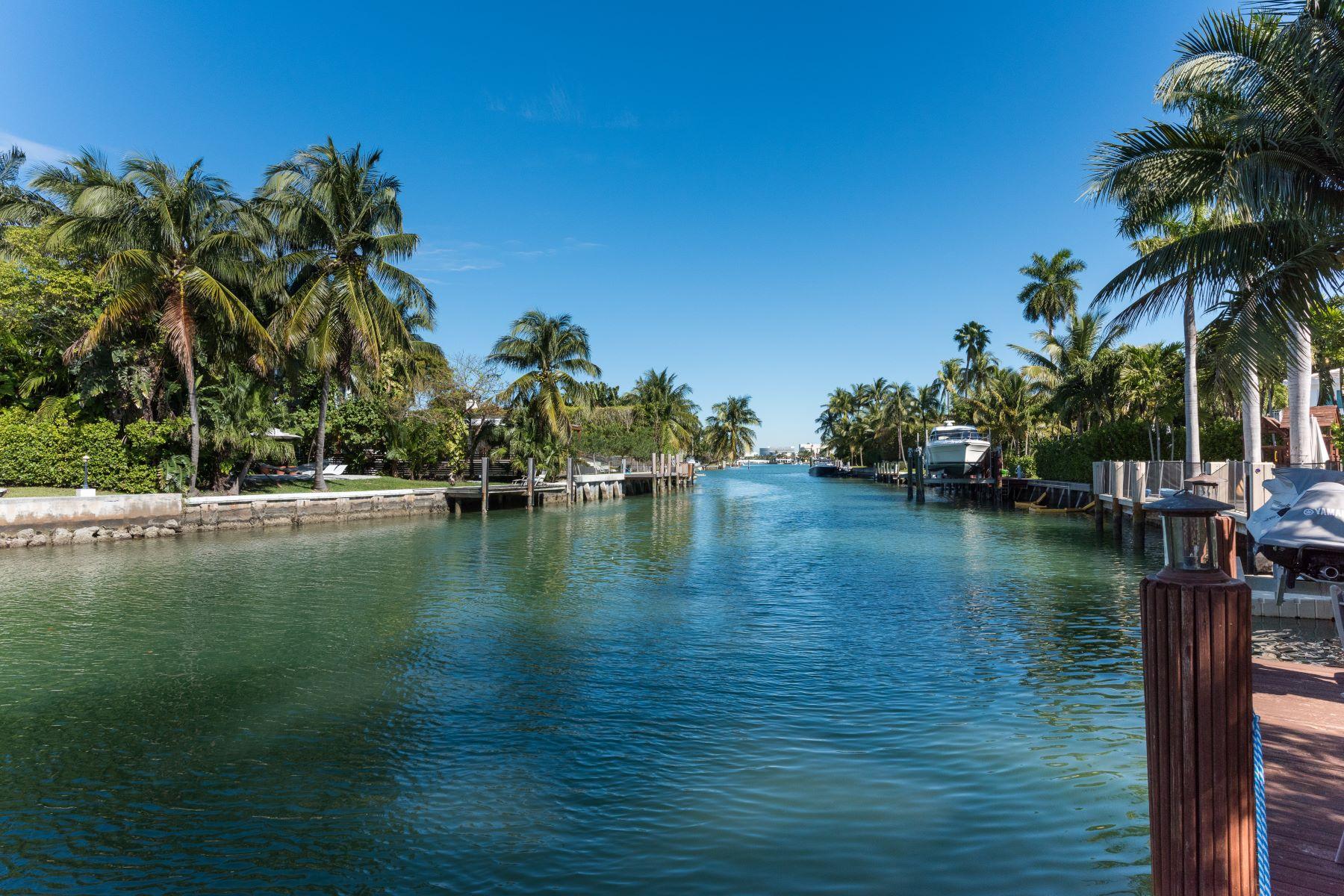 Tek Ailelik Ev için Satış at 2018 N Bay Road 2018 N Bay Rd Miami Beach, Florida, 33140 Amerika Birleşik Devletleri