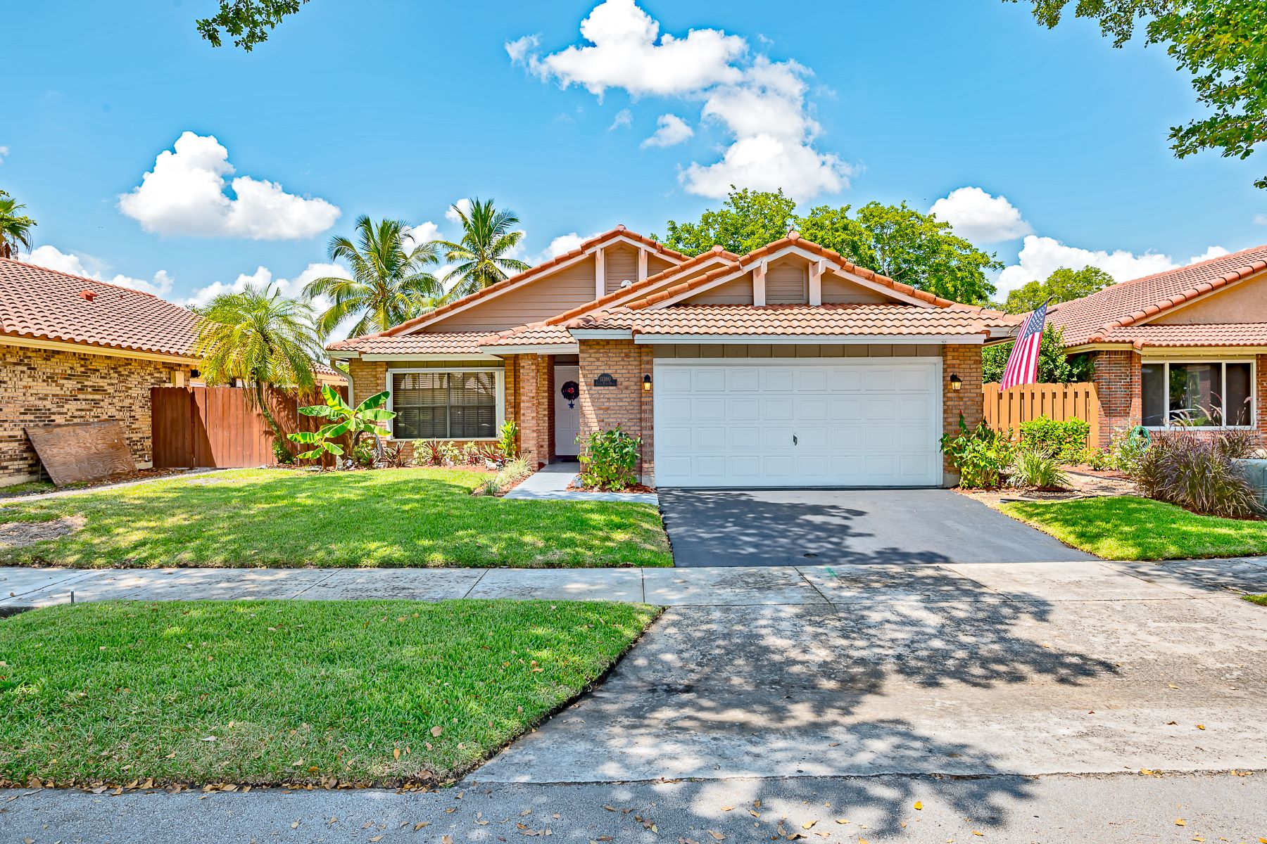 single family homes for Active at 11390 S Point Dr Cooper City, Florida 33026 United States