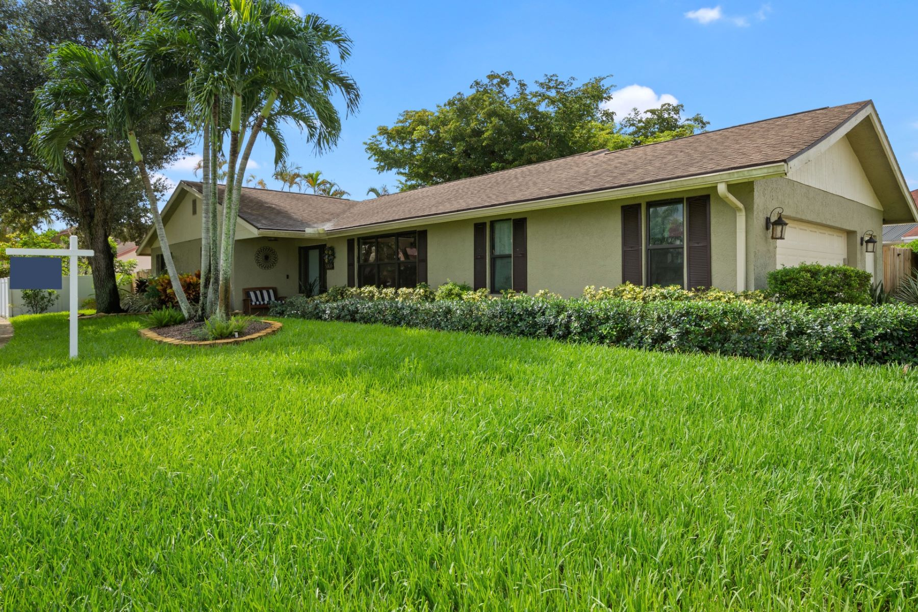 Single Family Homes for Active at 5800 Sw 87th Way Cooper City, Florida 33328 United States