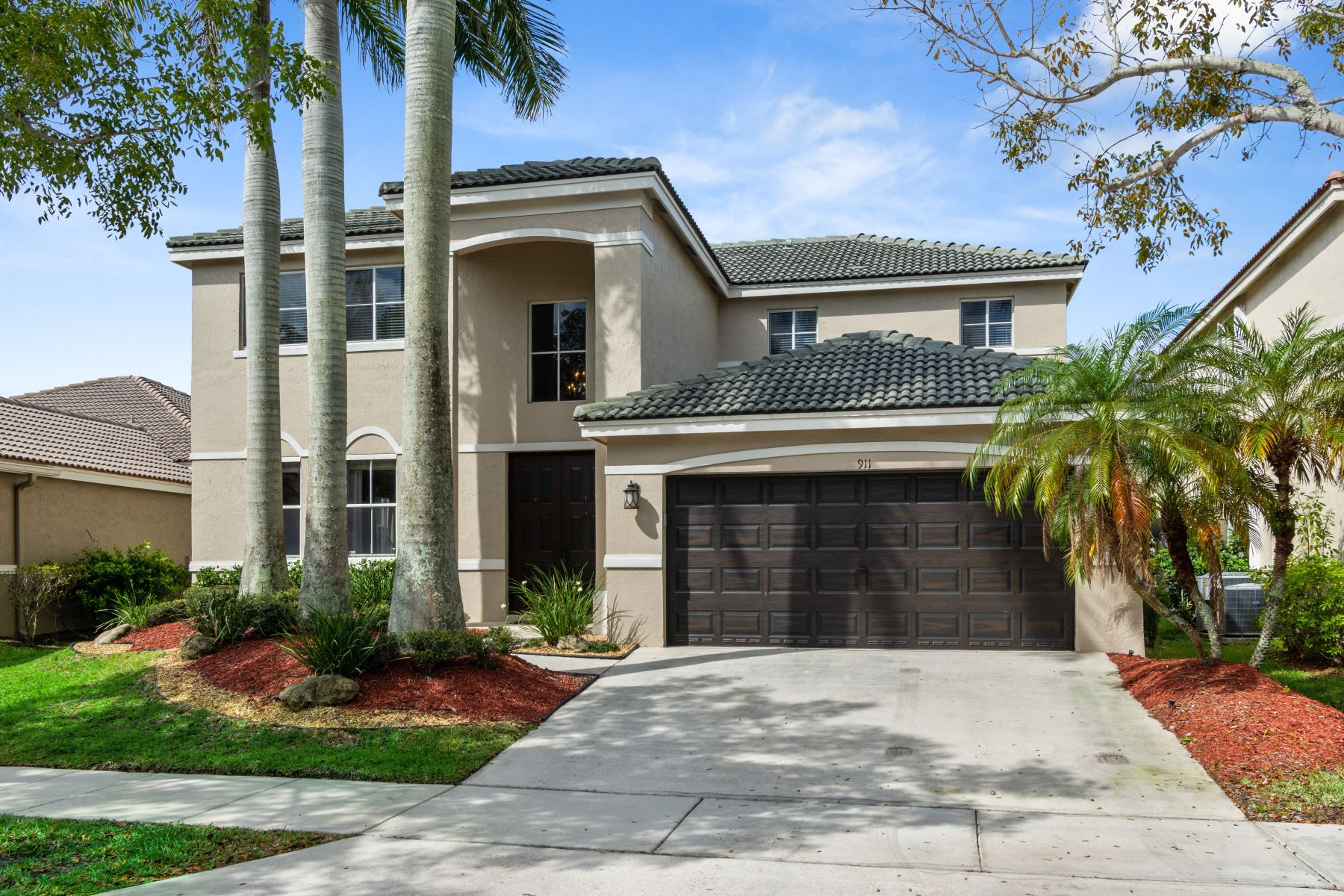 single family homes for Active at 911 Sunflower Cir Weston, Florida 33327 United States