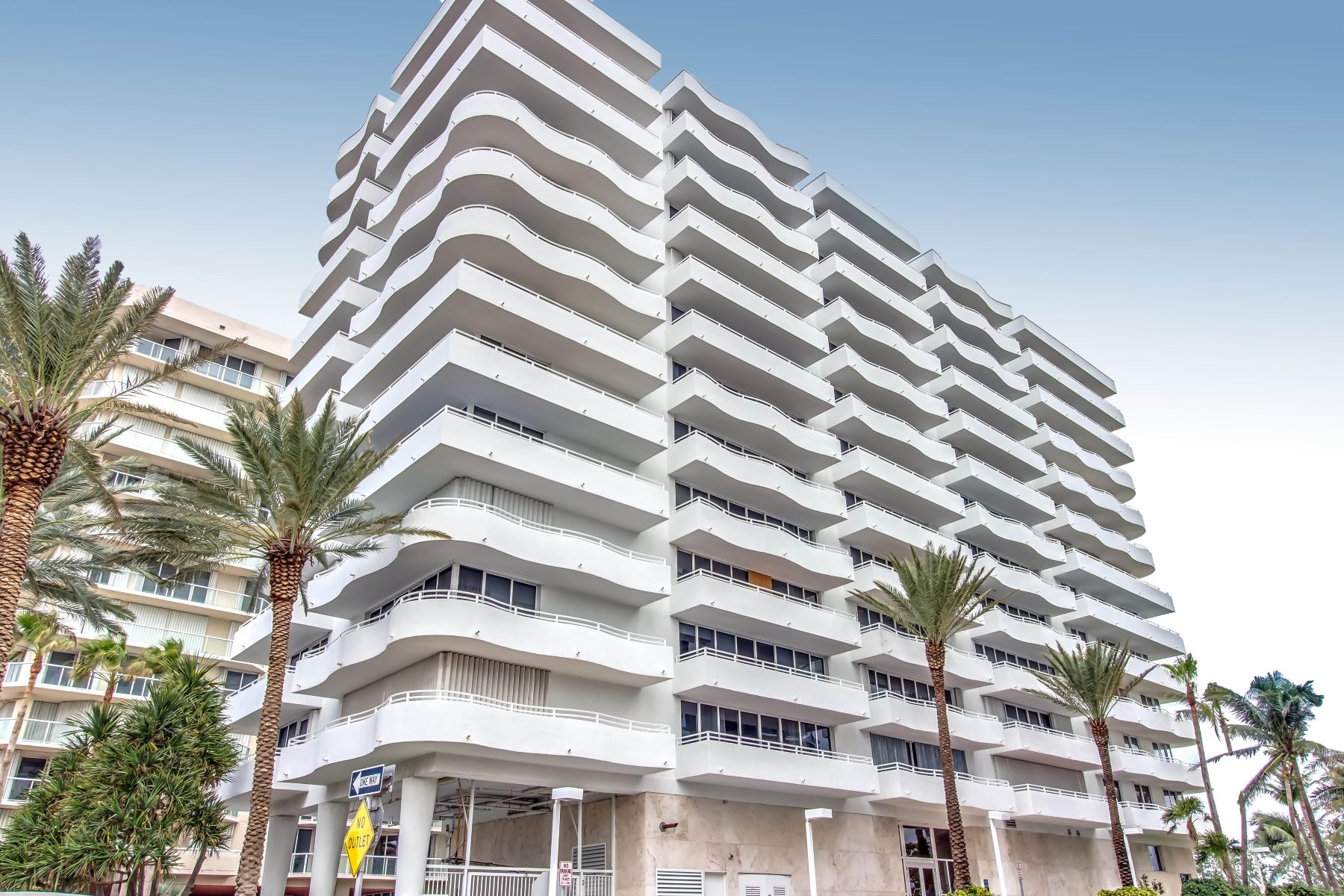 شقة بعمارة للـ Rent في 8911 Collins Ave 8911 Collins Ave 202 Surfside, Florida 33154 United States