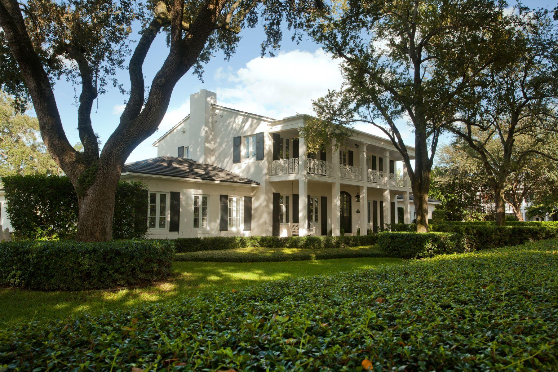 Maison unifamiliale pour l Vente à 4412 Santa Maria Street Coral Gables, Florida, 33146 États-Unis