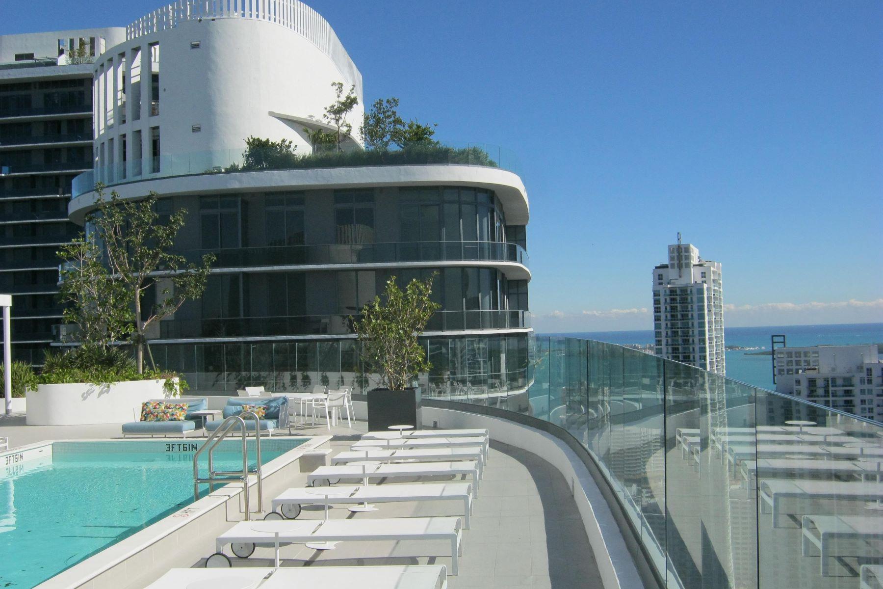 Condominio por un Alquiler en 55 Sw 9th St 55 Sw 9th St 3201 Miami, Florida 33130 Estados Unidos