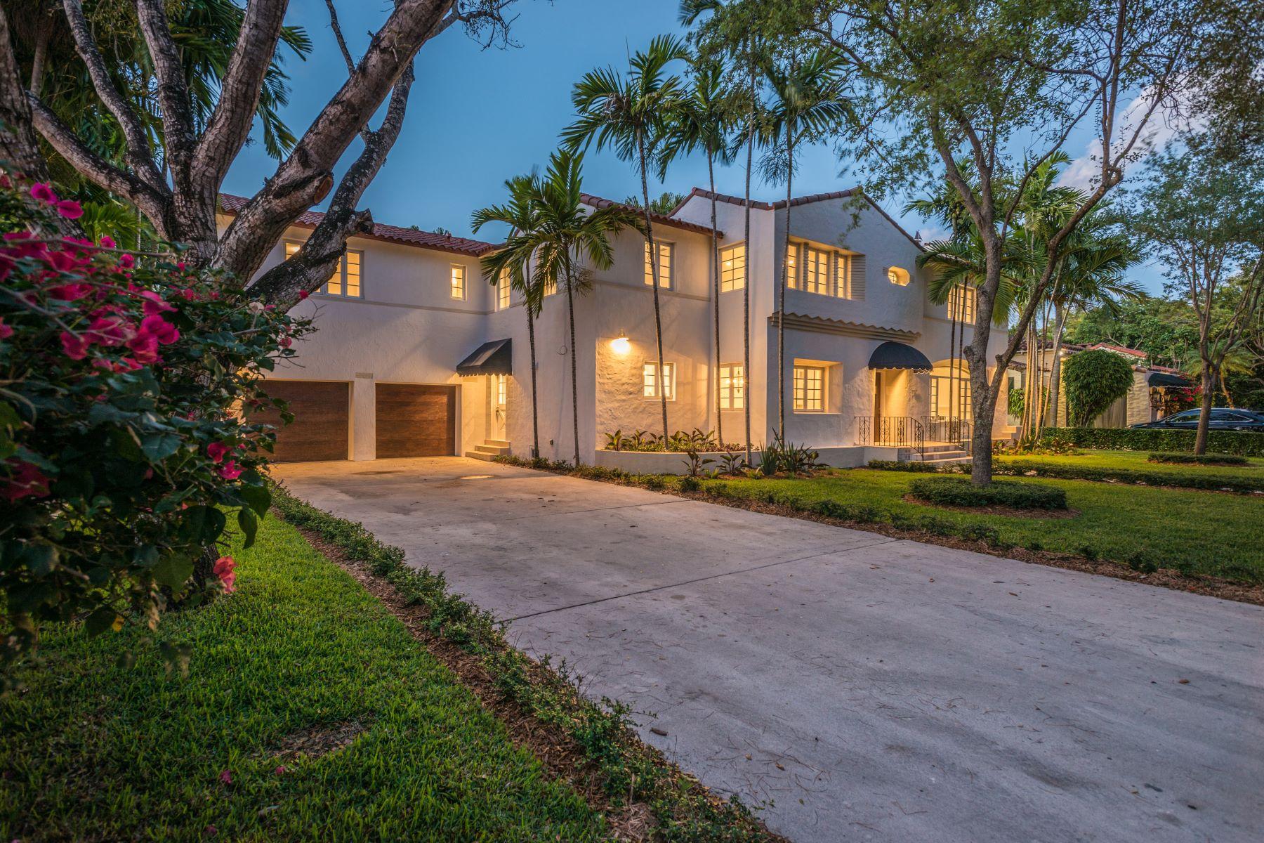 Maison unifamiliale pour l Vente à 1117 Alhambra Cir Coral Gables, Florida, 33134 États-Unis
