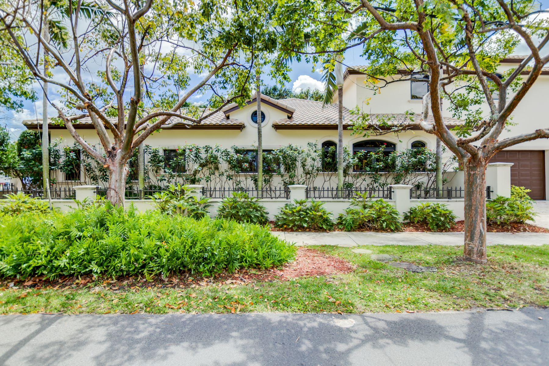 Частный односемейный дом для того Продажа на 745 N Victoria Park Rd Fort Lauderdale, Флорида, 33304 Соединенные Штаты